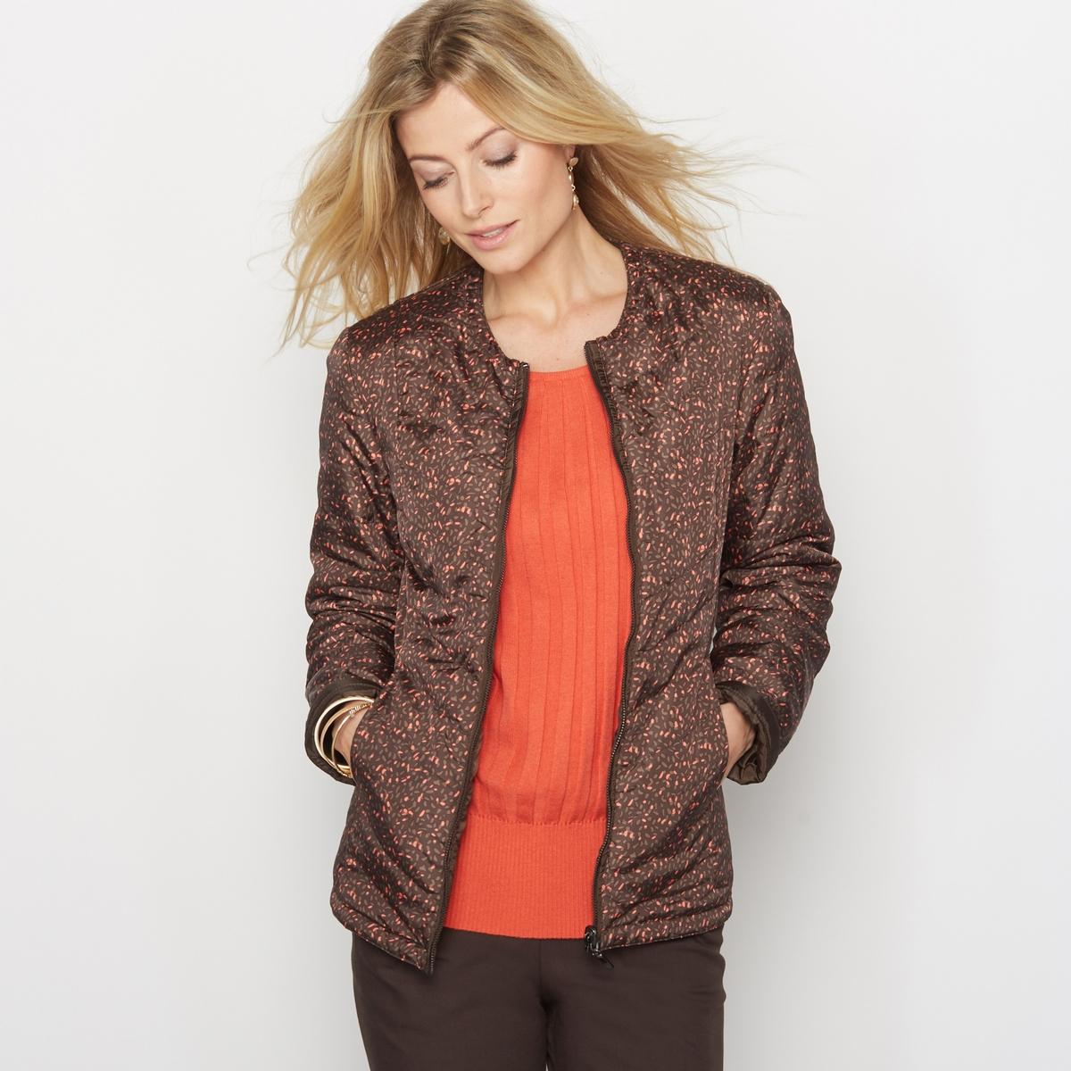 Куртка стёганая, лёгкая, двусторонняя, обработанная тефлономКуртка стёганая двусторонняя. Тонкая и слегка прошитая, эта стёганая куртка Вам просто необходима! Вы можете носить эту двустороннюю куртку так, как Вам понравится  - на стороне с принтом или на однотонной стороне! Прошивка спереди и сзади.Круглый вырез, застёжка на молнию спереди.Приталенный покрой, отрезные детали спереди и сзади. 2 отрезных кармана.Состав и описание:Материал: Ткань из 100% полиэстера, обработанная тефлоном.Длина: 62 см.Марка: Anne WeyburnУход:Машинная стирка при 30° в умеренном режиме.Не гладить.<br><br>Цвет: рисунок/фон каштан<br>Размер: 44 (FR) - 50 (RUS).50 (FR) - 56 (RUS).42 (FR) - 48 (RUS)