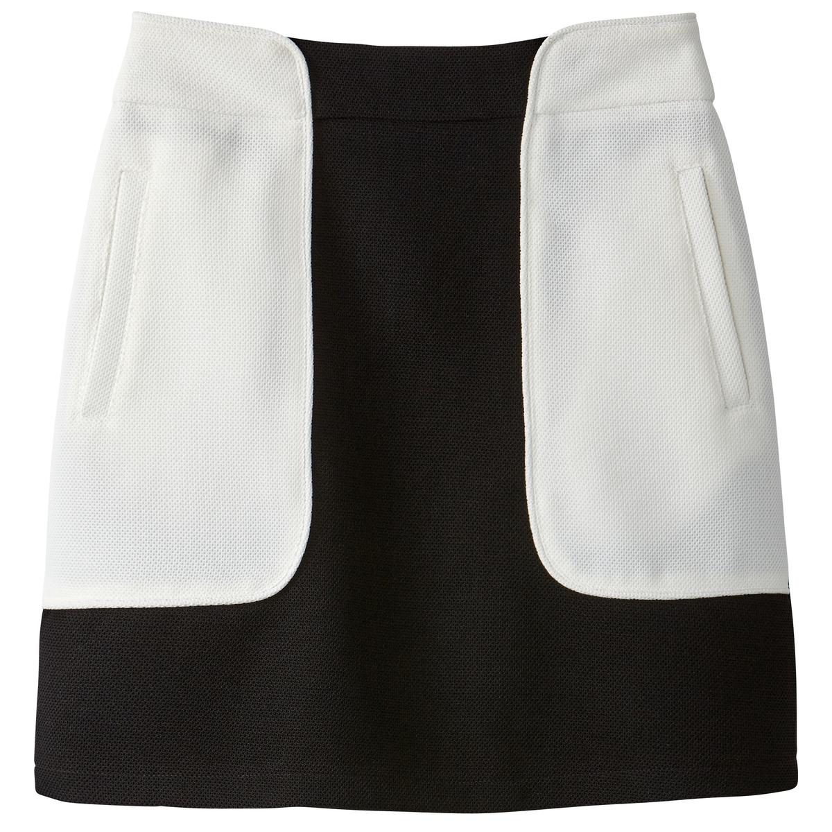 Falda corta bicolor, estilo deportivo