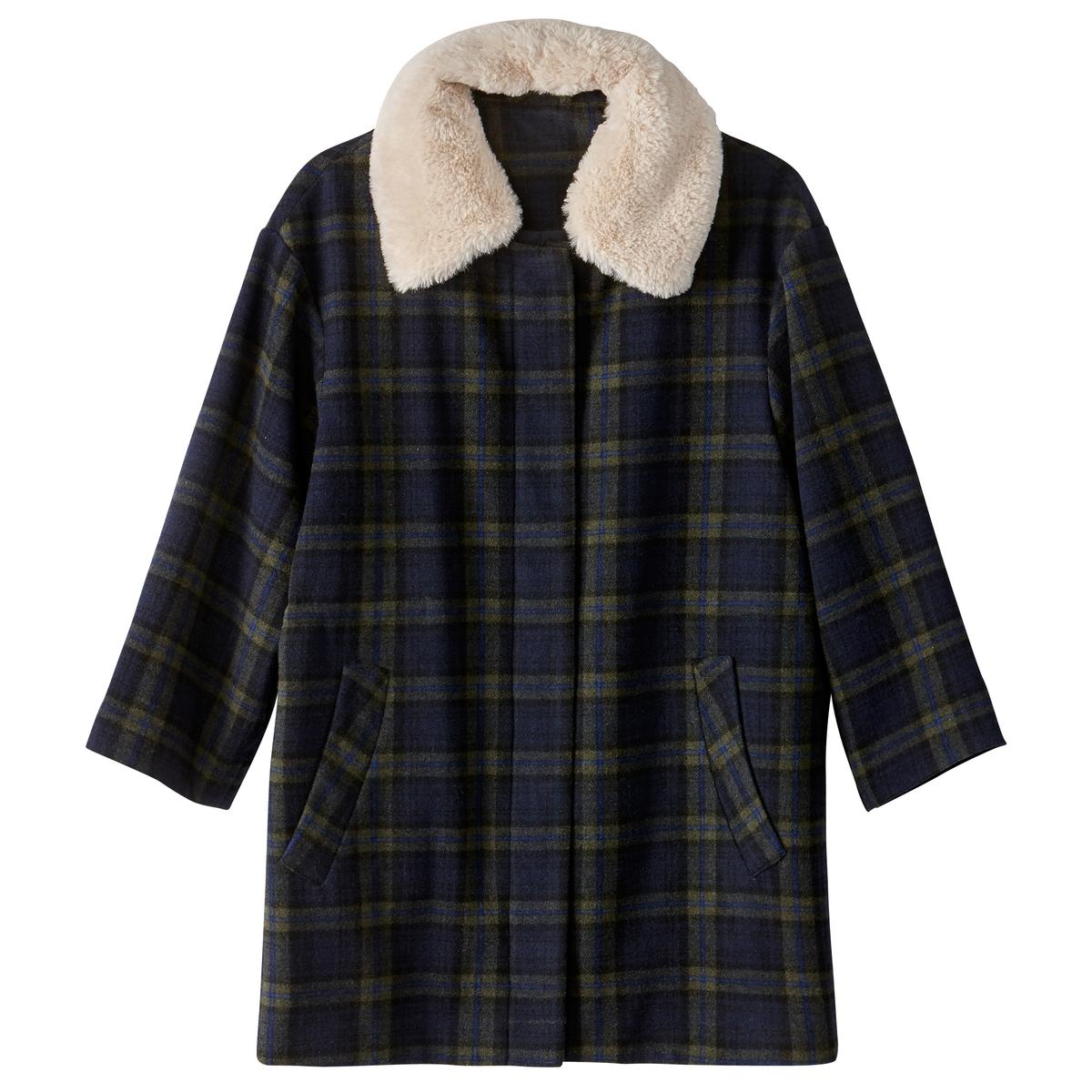Пальто в клеткуОписание:Воротник из искусственного меха и укороченные рукава : мода. которая будет с нами на протяжении этой зимы . Пальто на молнии из смесовой шерсти, объемный покрой . На подкладке.Детали •  Длина : средняя •  Воротник-поло, рубашечный •  Рисунок в клетку •  Застежка на молниюСостав и уход •  54% шерсти, 2% акрила, 2% полиамида, 42% полиэстера  • Не стирать  •  Любые растворители / не отбеливать   •  Не использовать барабанную сушку   •  Низкая температура глажки •  Длина : 82 см<br><br>Цвет: в клетку