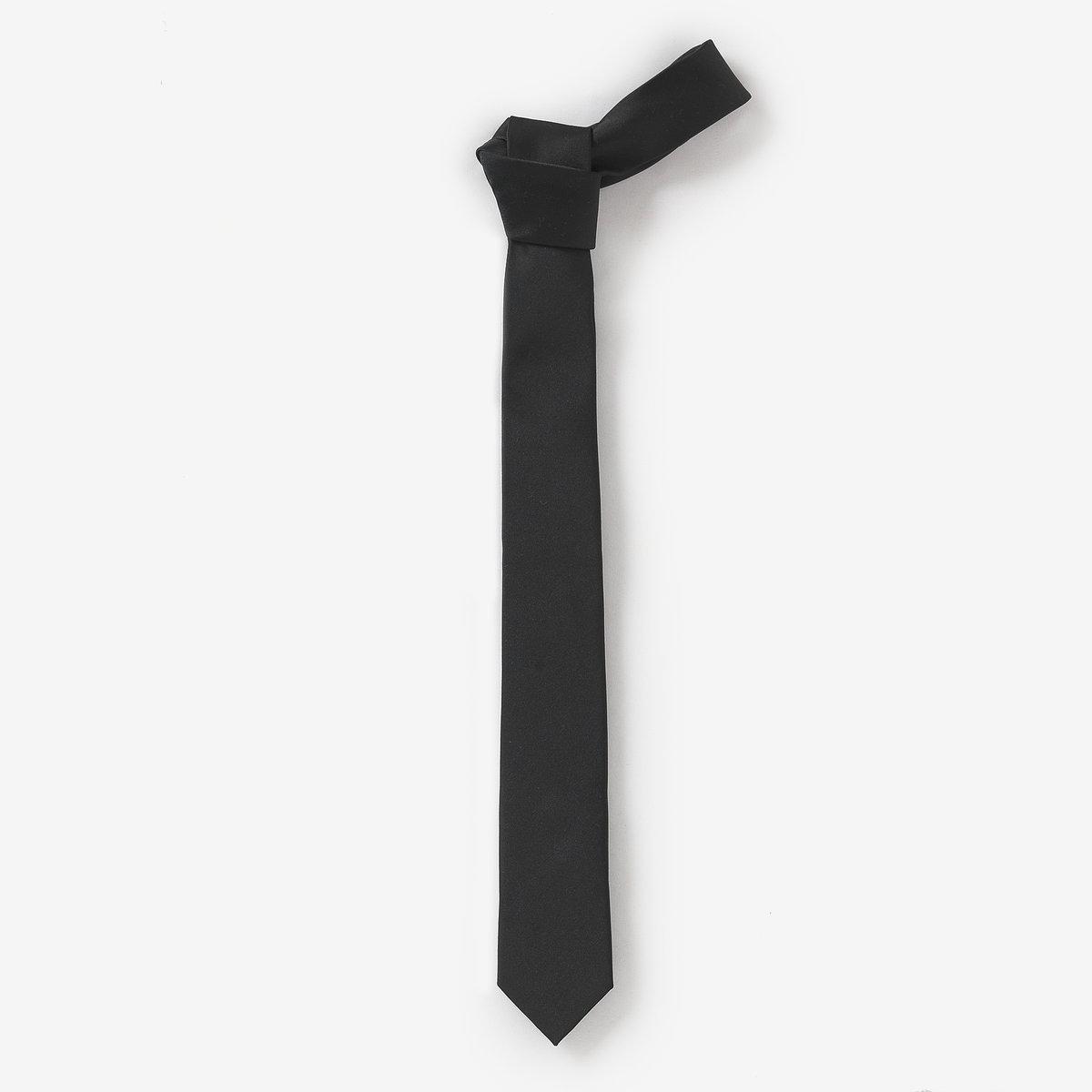 ГалстукТонкий галстук. Бренд: R Essentiel. 100% полиэстера.<br><br>Цвет: черный
