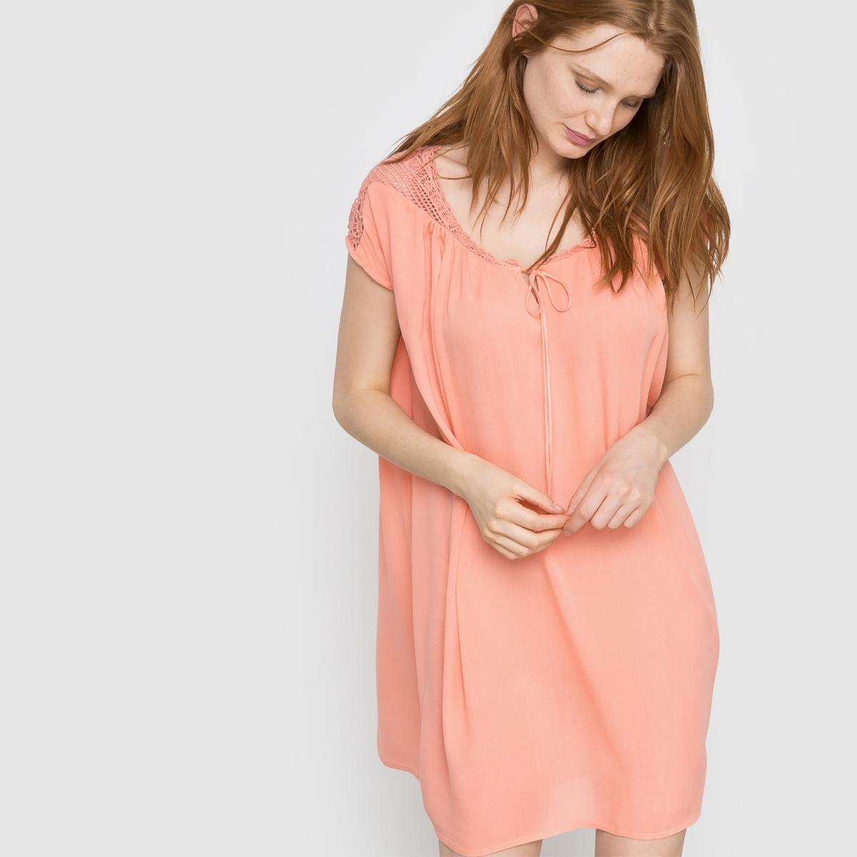 Платье с короткими рукавами VINIST DRESSПлатье VINIST DRESS от VILA. Короткие рукава. Вставки с ажурной вышивкой . Вырез с завязками. Съемный пояс.Состав и описание     Материал: 100% вискозы.     Марка: VILA<br><br>Цвет: коралловый<br>Размер: S