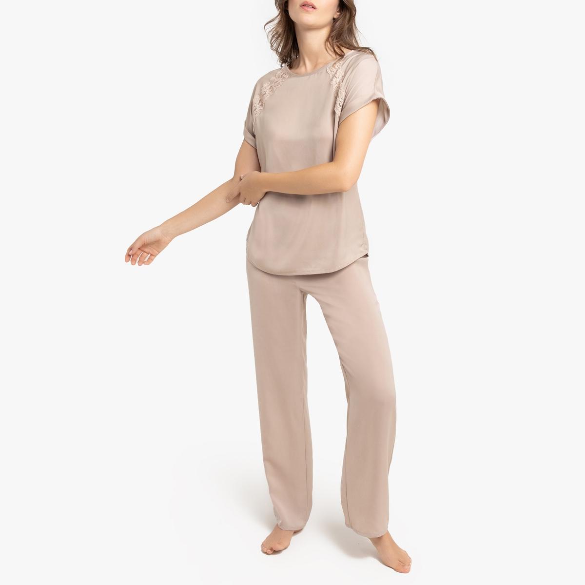 Pijama de satén con detalles de encaje