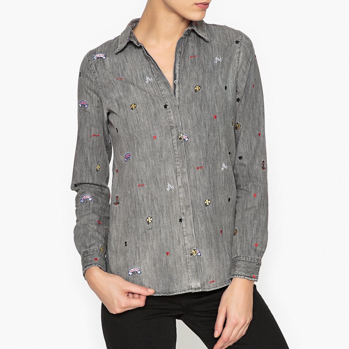 Рубашка из серого денима с вышивкойРубашка с длинными рукавами из серого денима, 100% хлопок MAISON SCOTCH, с вышивкой подпись.Детали  •  Длинные рукава •  Прямой покрой •  Воротник-поло, рубашечныйСостав и уход  •  100% хлопок •  Следуйте рекомендациям по уходу, указанным на этикетке изделия •  Манжеты на пуговицах •  Вышивка подпись •  Скрытая застежка на пуговицы<br><br>Цвет: серый<br>Размер: XL