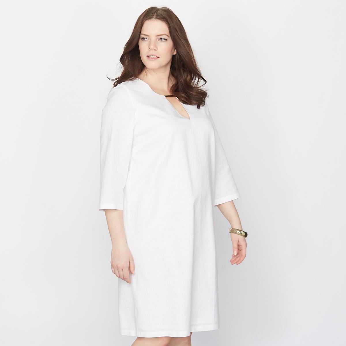 Платье изо льна и хлопкаМаленькое белое платье изо льна и хлопка.Незаменимо в летнем гардеробе. Декольте с деталью в виде украшения. 55 % льна, 45 % хлопка. V-образный вырез.   Рукава 3/4.Длина: 96 см.<br><br>Цвет: белый<br>Размер: 46 (FR) - 52 (RUS)