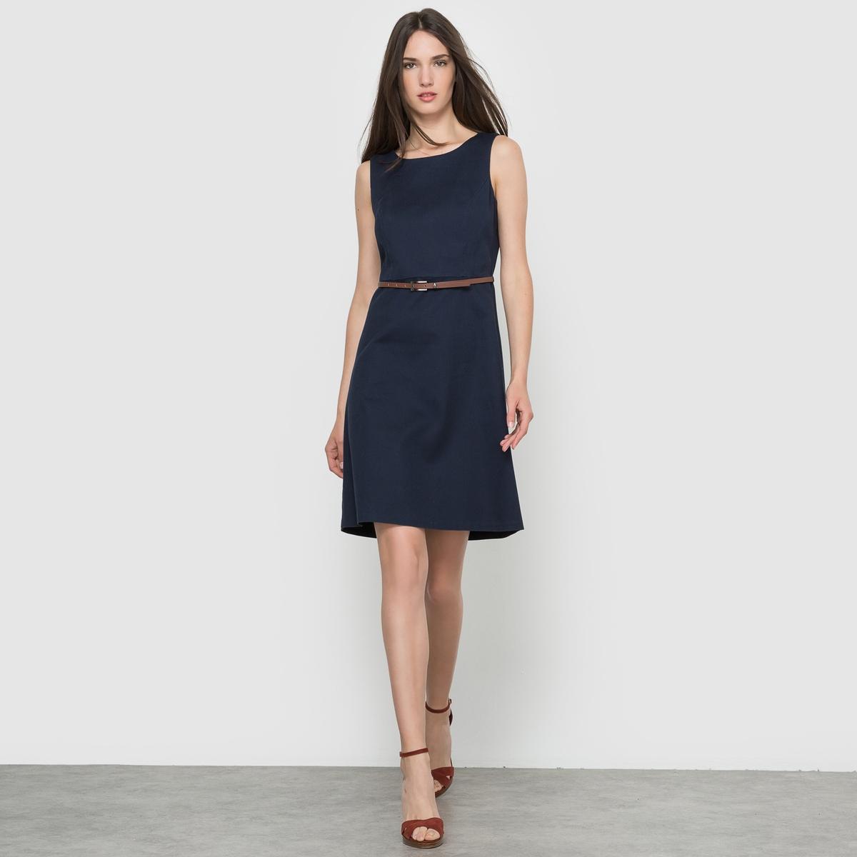 ПлатьеПлатье 3 отверстия TOM TAILOR. Гофрированный материал . Приталенное платье. Застежка на молнию сзади. С ремешком .Состав и описание     Материал   98% хлопка, 2% эластана     Марка   TOM TAILOR<br><br>Цвет: синий морской