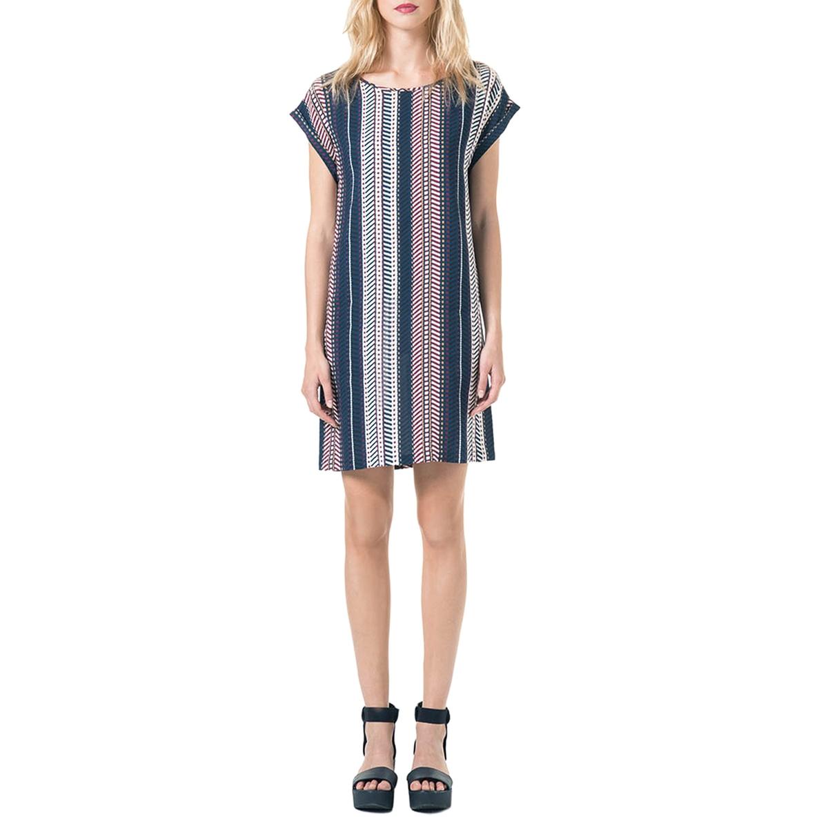 Платье длиной до колен, короткие рукава, этнический рисунокМатериал : 100% вискоза  Длина рукава : короткие рукава  Форма воротника : без воротника Покрой платья : платье прямого покроя   Рисунок : этнический   Длина платья : до колен<br><br>Цвет: наб. рисунок синий