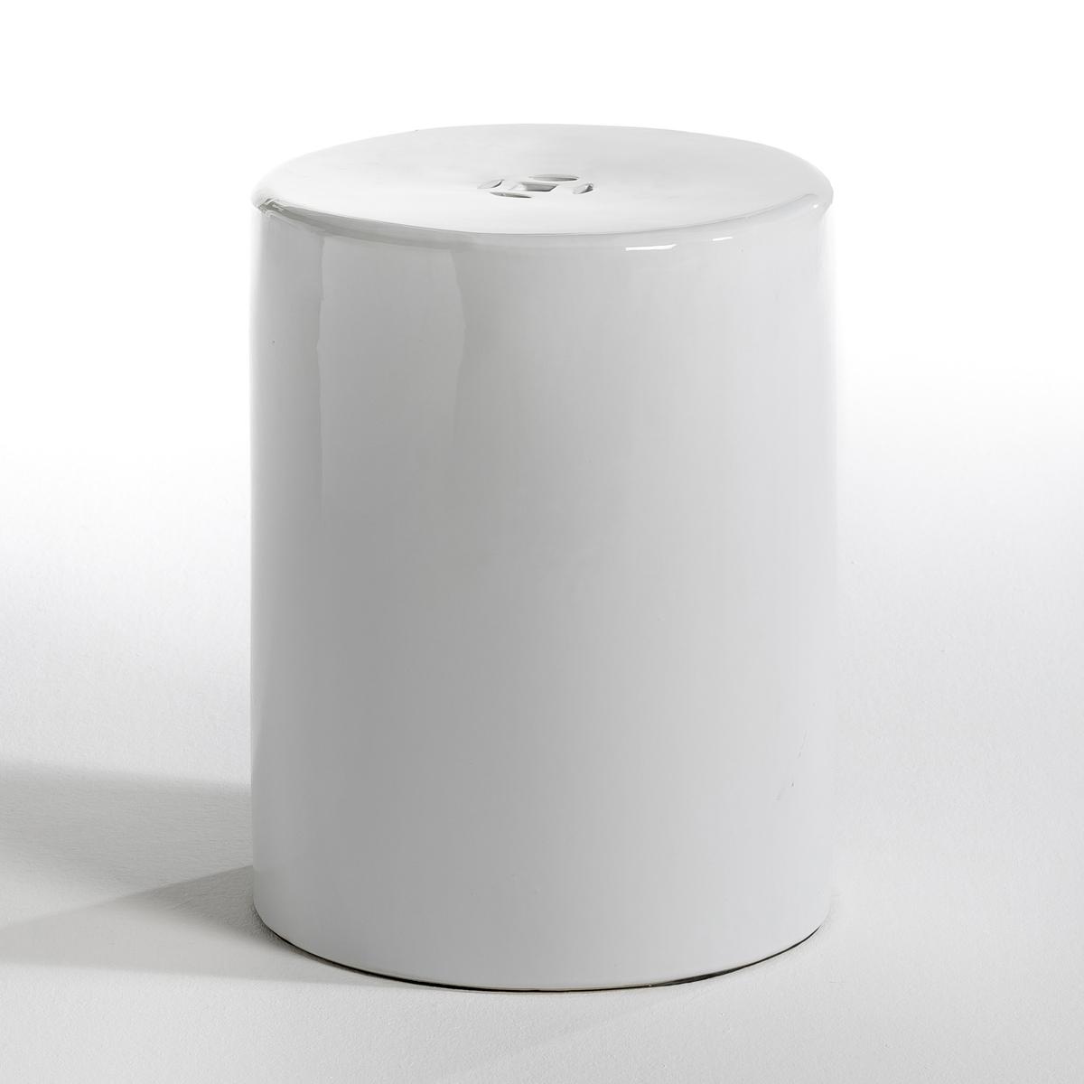 Столик TelaЖурнальный столик в зале или прикроватный - в комнате, он будет выглядеть стильно благодаря своей цилиндрической форме, создающей тепло, уют и чувственную атмосферу  .Характеристики: : - Из керамики   Размеры :- ?35 см . Высота. 46 см.<br><br>Цвет: белый,черный