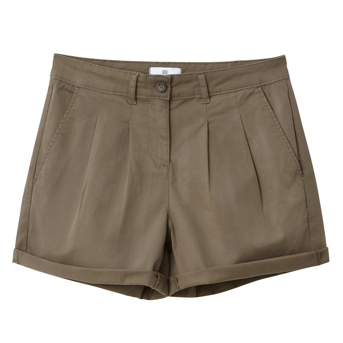 Shorts chino con pinces
