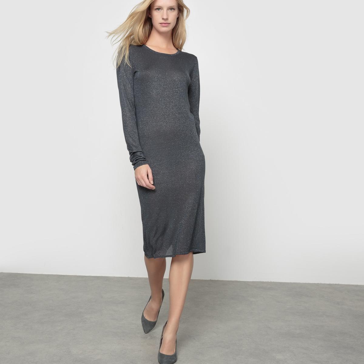 Платье вязаное Otilia с серебристыми блесткамиВязаное платье Otilia. Струящийся трикотаж с серебристыми блестками. Длинные рукава. Закруглённое декольте  спереди, V-образное сзади.  Состав и описаниеМатериал : 80% вискозы, 20% люрексаМарка : ICHI.Модель : OtiliaУходСледуйте инструкции по уходу на этикетке<br><br>Цвет: серый<br>Размер: L
