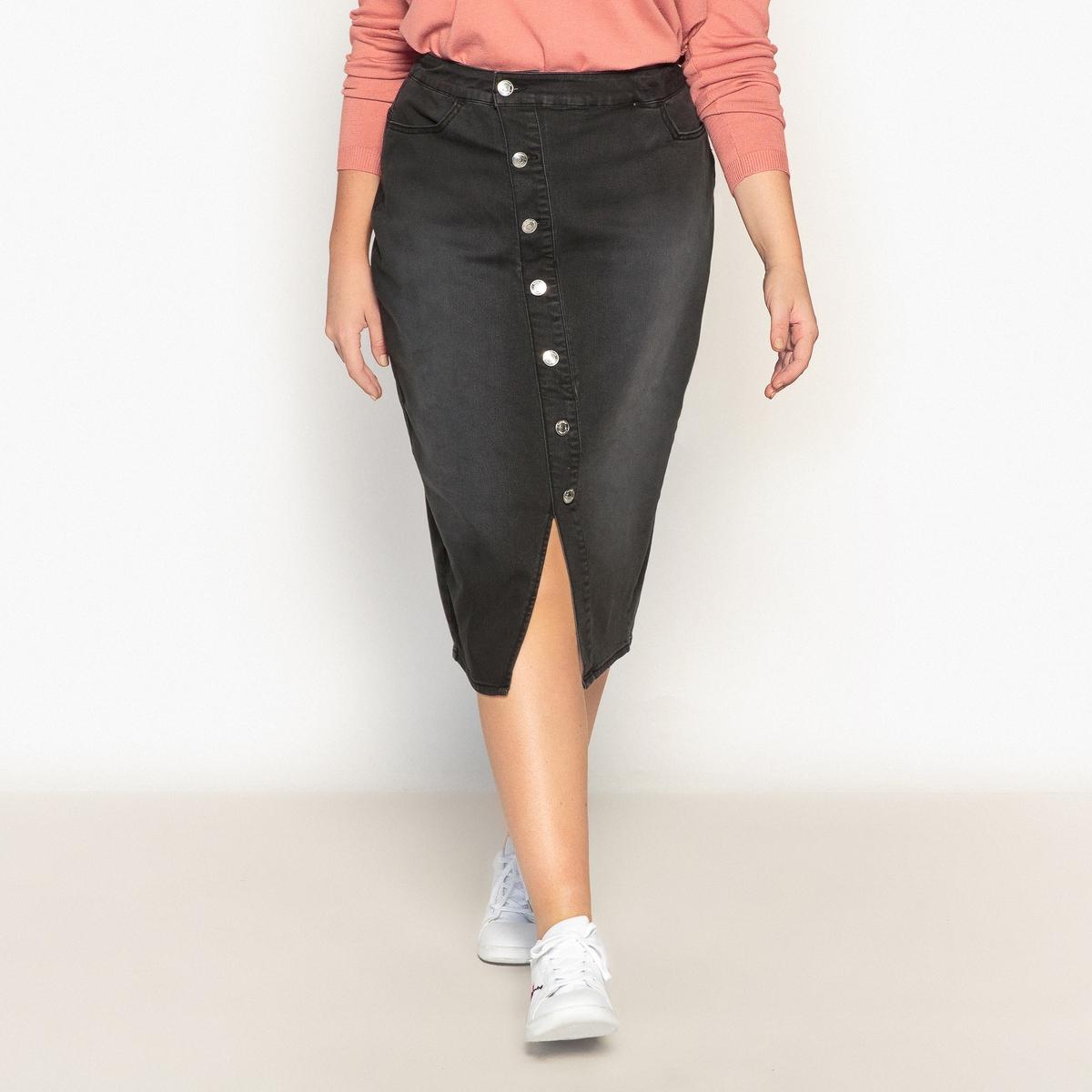 Юбкаиз денима на пуговицахВ этом сезоне деним снова в моде . Эта юбка с застежкой на пуговицы сзади -на пике моды . Можно носить в сочетании с кедами для свободного стиля   .Детали •  Форма : прямая •  Длина ниже колен Состав и уход •  78% хлопка, 2% эластана, 20% полиэстера •  Подкладка : 100% хлопок •  Температура стирки 30°   •  Сухая чистка и отбеливание запрещены •  Не использовать барабанную сушку   •  Низкая температура глажки   ВАЖНО: Товар без манжетТовар из коллекции больших размеров •  Длина : 70 см<br><br>Цвет: черный<br>Размер: 42 (FR) - 48 (RUS).46 (FR) - 52 (RUS).44 (FR) - 50 (RUS)