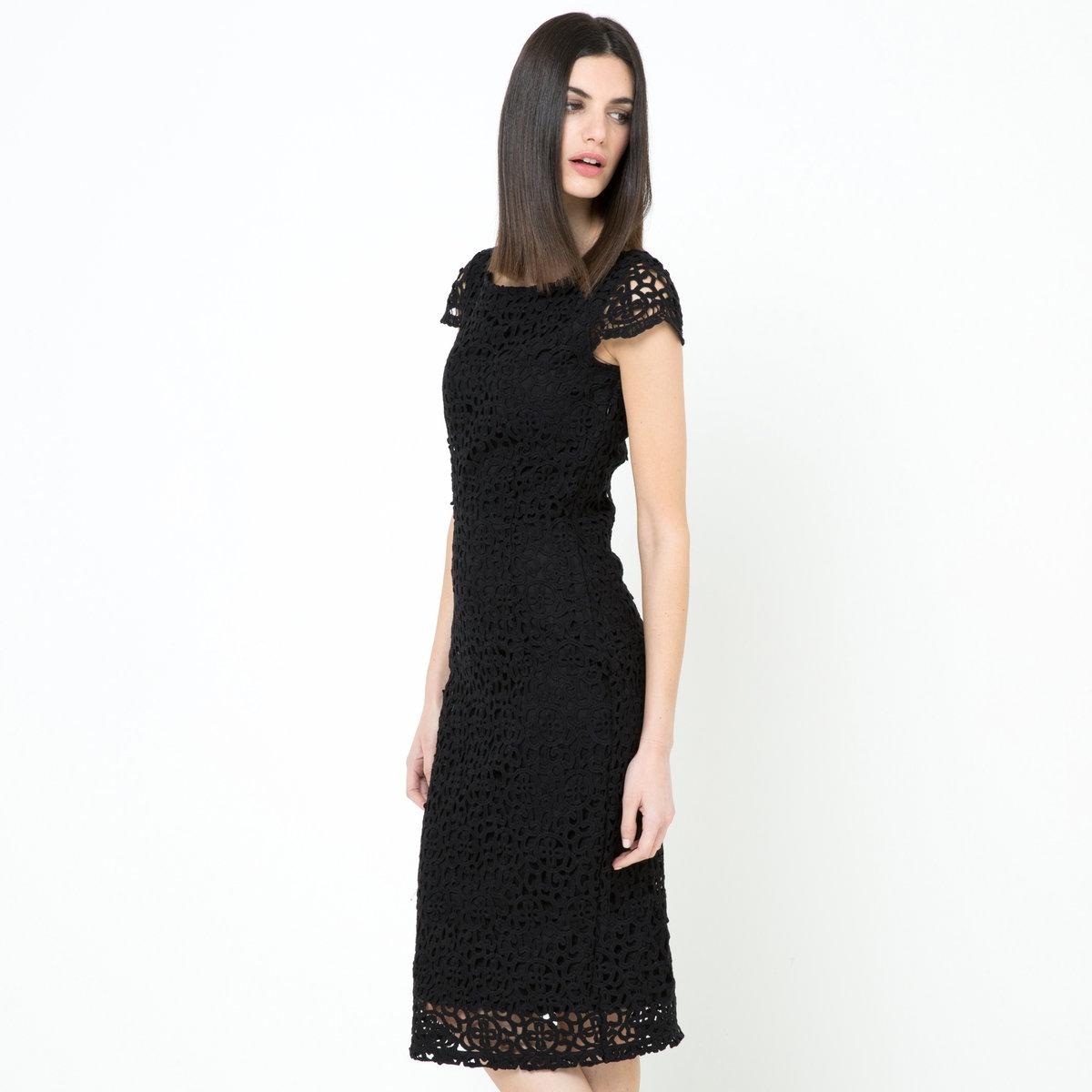 Платье-карандаш из гипюраПлатье из гипюра, 100% хлопка. Подкладка из хлопковой вуали. Вырез-лодочка. Короткие рукава. Застежка на скрытую молнию сзади. Длина ок.98 см.<br><br>Цвет: черный
