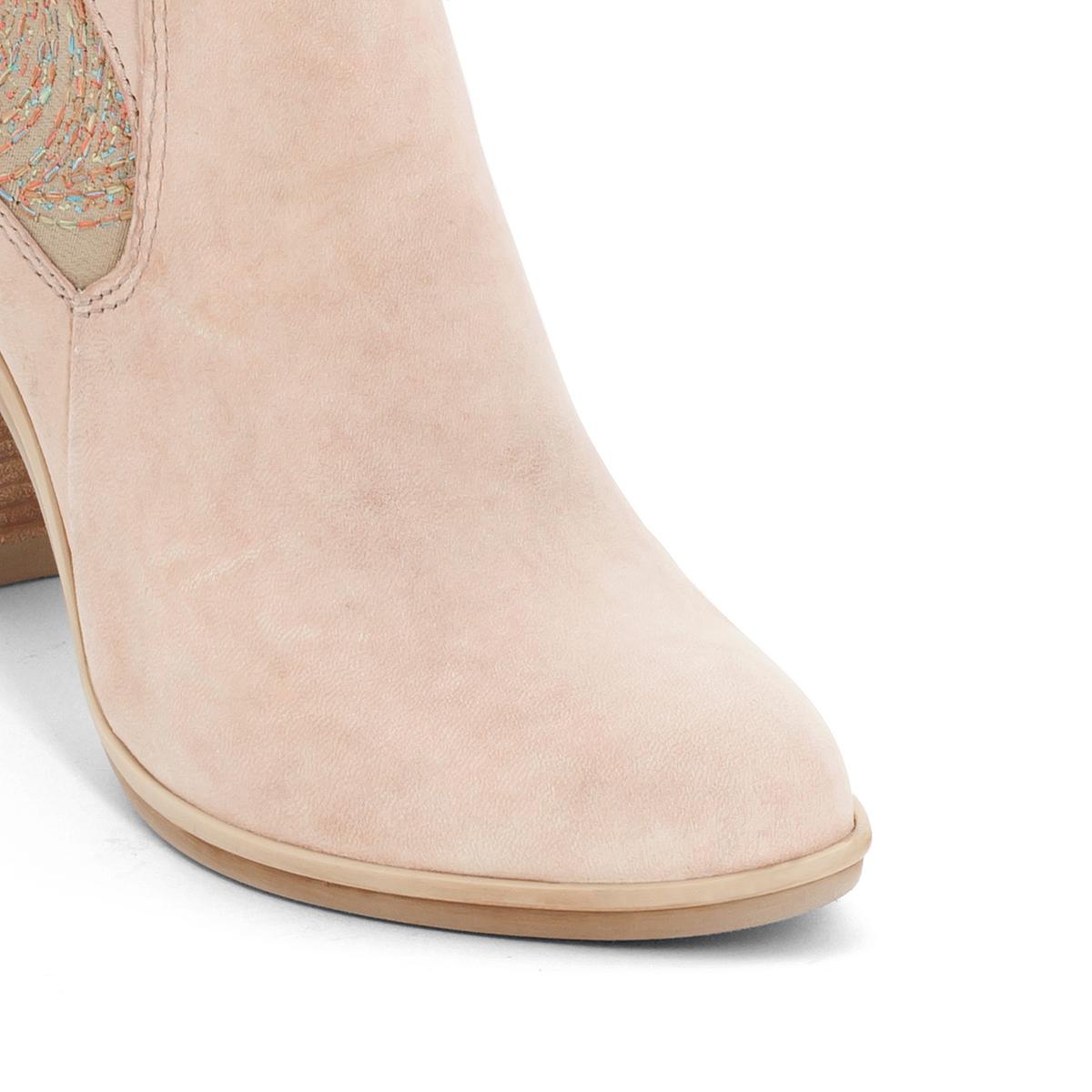Ботильоны кожаные Melody на каблукеВерх/Голенище: кожа.  Подкладка: кожа.  Стелька: кожа.  Подошва: резина.Высота каблука: 8 см.Форма каблука: широкий каблук.Мысок: закругленный.Застежка: на молнию.<br><br>Цвет: розовая пудра<br>Размер: 36