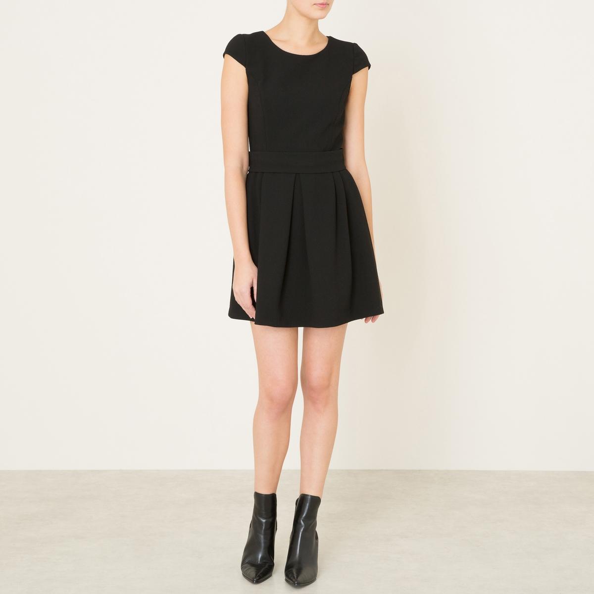 Платье DIANEСостав и описание    Материал : 64% полиэстера, 32% вискозы, 4% спандекса   Марка : BA&amp;Sh<br><br>Цвет: черный