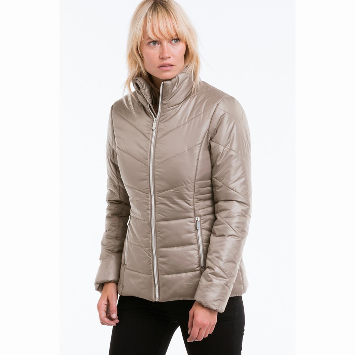 КурткаУльтра легкая стеганая куртка Ультра легкая стеганая куртка. Слегка облегающая форма. Размер-в-размер. Верх куртки из гладкой ткани. Высокий воротник с защитой подбородка. Застежка на молнию серебристого цвета с внутренней защитной планкой. Карманы с застежкой на молнию спереди. Внутренняя часть манжет связана в рубчик. Сатиновая подкладка из полиэстера. Длина ок. 66 см. 95 см для размера 38. 100% полиэстер.Верх: 100% полиэстер.Подкладка: 100% полиэстер.Утеплитель: 100% полиэстер.Покрой: стандартный..Машинная стирка при 40 °С<br><br>Цвет: бежевый,черный<br>Размер: 36 (FR) - 42 (RUS)