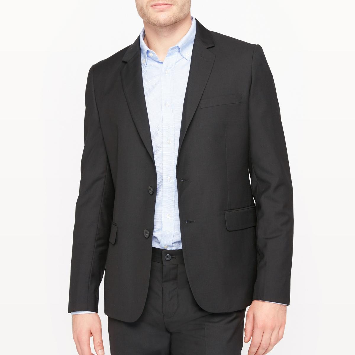 Пиджак костюмный прямого покрояКостюмный пиджак. Прямой покрой. Застежка на 2 пуговицы. 2 прорезных кармана с клапаном спереди. 1 прорезной нагрудный карман. Внутренние карманы. Низ рукавов с разрезом и 4 пуговицами. Шлица посередине сзади. На подкладке.Состав и описаниеМатериал : 80% полиэстера, 20% вискозы - Подкладка : 100% полиэстерДлина : 74 смМарка :      R ?ditionУходТолько сухая чистка<br><br>Цвет: черный<br>Размер: 56.54.52.46