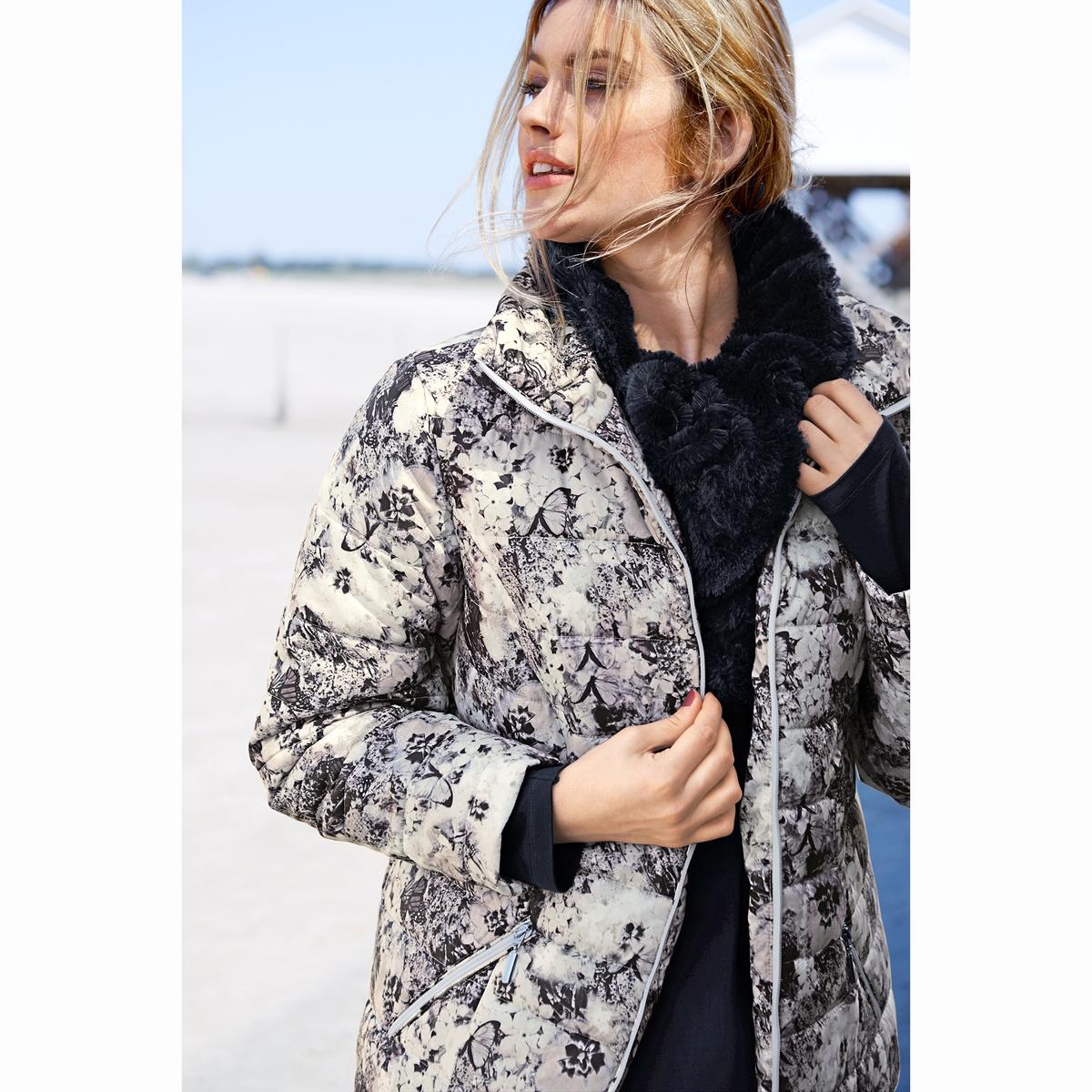 Куртка стеганаяСтеганая куртка с модным цветочным принтом - легкая и теплая . Прямой воротник, застежка на молнию с 2 бегунками, 2 кармана на молнии и длинные рукава . Полноценная подкладка, карман на молнии . Длина, в зависимости от размера, от 72 до 82 см.<br><br>Цвет: набивной рисунок