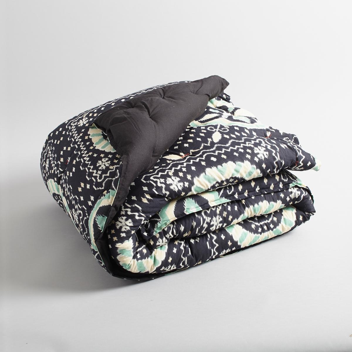 Одеяло стёганое pakytaСтёганое одеяло с принтом, изысканный роскошный вид.Верх 100 % хлопок. Прошито вручную.Ручная работа.- Наполнитель: 100% полиэстера..Стирка при 30°.<br><br>Цвет: набивной рисунок