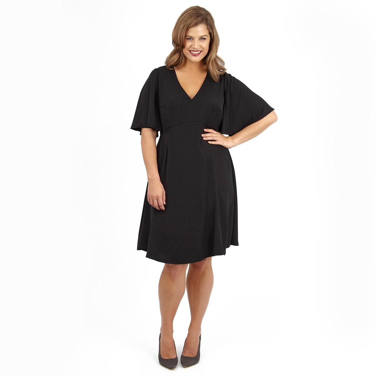 ПлатьеПлатье с короткими рукавами LOVEDROBE. Красивый глубокий V-образный вырез. 100% полиэстер.<br><br>Цвет: черный<br>Размер: 48 (FR) - 54 (RUS)