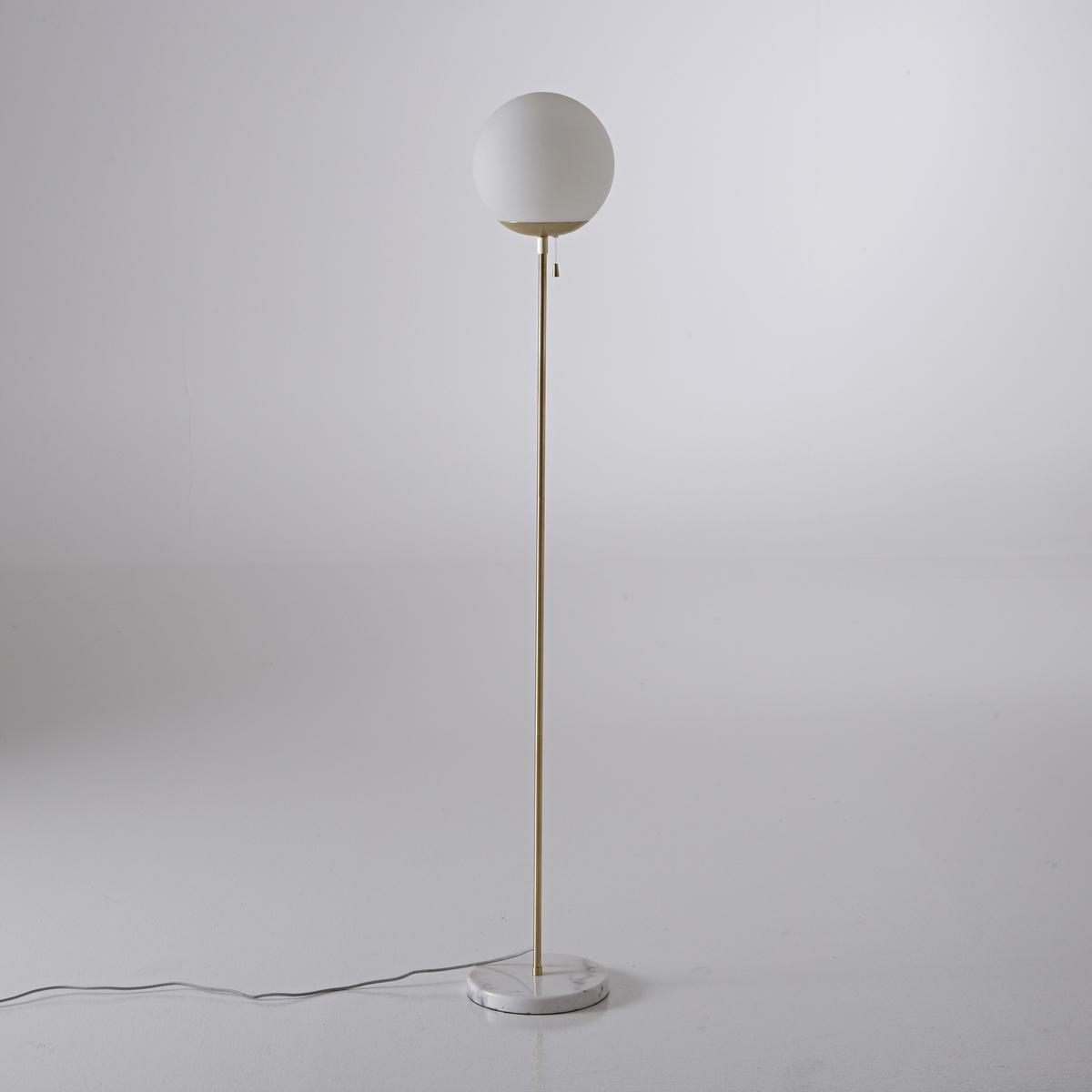 Торшер с подставкой из мрамора, MarbleОснованная в 2013 году Констанцией Дженнари The Socialite Family - это компания, которая привносит новые модные тенденции в интерьер для всей семьи. Описание торшера с мраморной подставкой Marble:Патрон E27 для лампочки макс. 40W (не входит в комплект)Электрический кабель, покрытый белой и черной тканью, как провод для утюга.Этот светильник совместим с лампочками    энергетического класса    : A, B, C, D, E.Характеристики торшера Marble:Низ из мрамора.Подставка из металла с отделкой под латунь.Колпак из стекла, матовый опалитВыключатель в виде шнура над патроном Размеры торшера Marble:Основание :Длина : 26 смВысота : 162 смГлубина : 26 смАбажур:Диаметр : 26 смThe Socialite Family представляет коллекцию мебели и светильников для элегантной спальни в ретро стиле .Найдите всю коллекцию TSF на нашем сайтеlaredoute.ru.<br><br>Цвет: латунь
