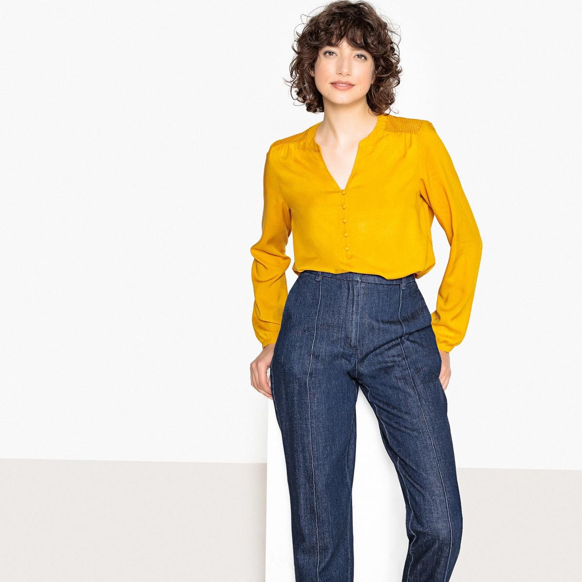 Блузка с круглым вырезом с разрезом спереди, ажурной спинкой и длинными рукавами футболка с круглым вырезом с разрезом спереди и длинными рукавами