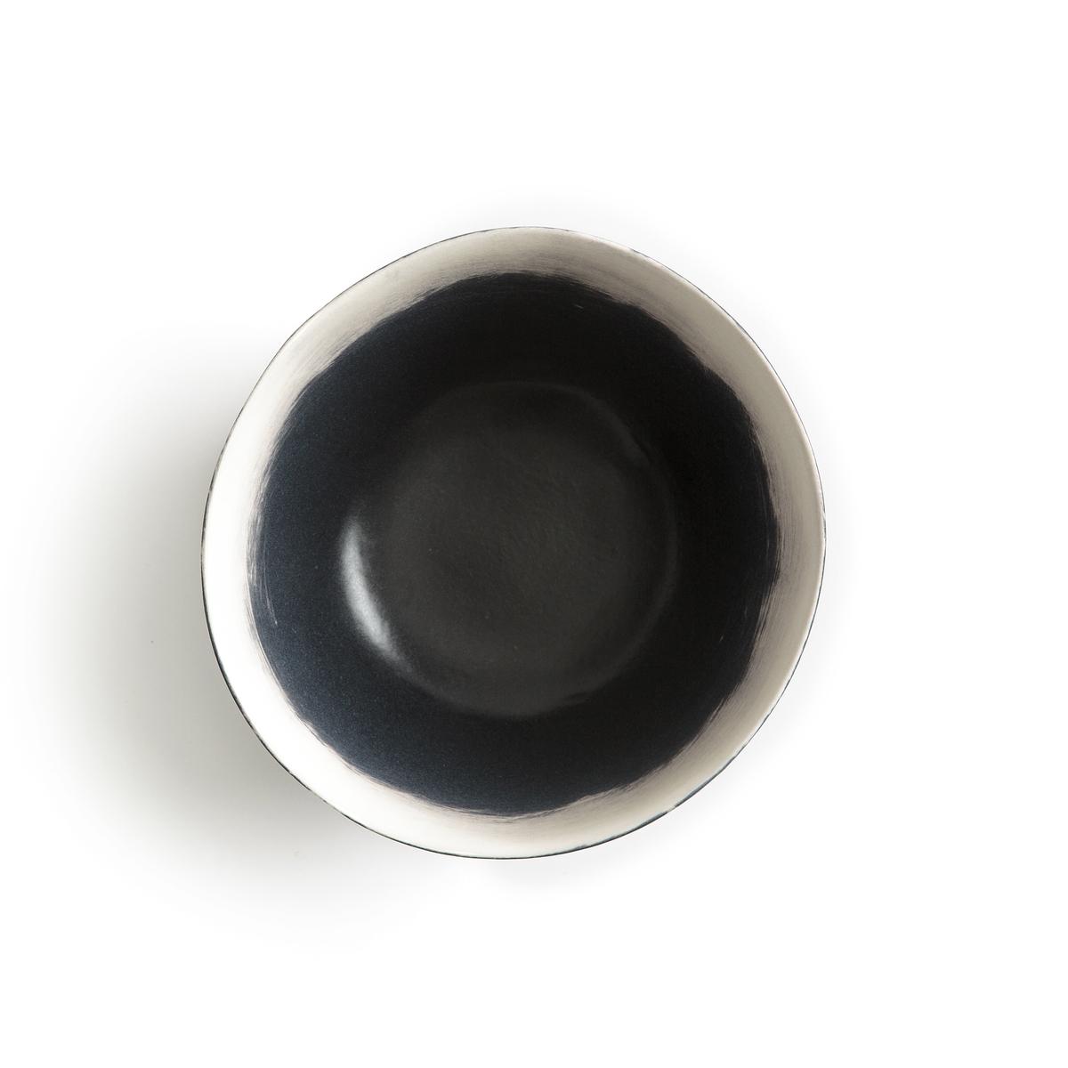 Комплект из 4 чашек из фаянса, Asakan, дизайн В. Барковски4 чашки Asakan. Творение Валери Барковски эксклюзивно для AM .PM коллекция предметов для стола, созданная под вдохновением от ее путешествий в Индию или Марокко, с оригинальными рисунками и формами, из натуральных материалов и текстуры ткани без отделки.Аутентичность и неподвластность времени - его ключевые слова, его творения отлично подходят для создания качественных товаров, неподвластных моде, сочетающих простоту, оригинальность и ручное производство.Размазанный эффект выполнен вручную. Глубокие и десертные тарелки данной коллекции продаются на нашем сайте.Характеристики : - Из фаянса, покрытого глазурью, с матовой отделкой- Выполненный вручную рисунок может слегка отличаться на разных моделях- Можно использовать в посудомоечных машинах и микроволновых печахРазмеры : - ?15 x В.6 см.<br><br>Цвет: черный/ белый