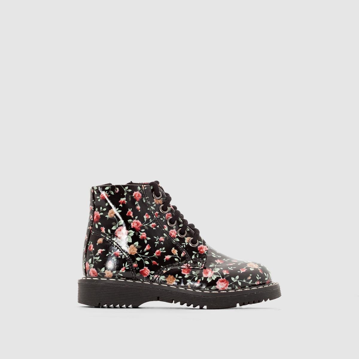 Ботинки лакированные на молнии и шнуровкеПреимущества: очаровательные детские ботинки на шнуровке с оригинальным цветочным узором, крашеными металлическими люверсами и подошвой с декоративными рантами и видимой прострочкой. Детям понравится самостоятельно завязывать эти мягкие шнурки из хлопка.<br><br>Цвет: цветочный рисунок