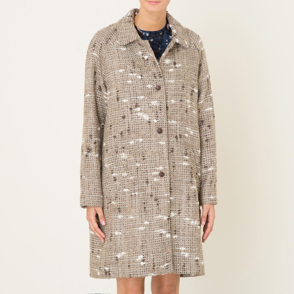 Пальто POZZOПальто покроя оверсайз DIEGA - модель POZZO, из разноцветной меланжевой шерстяной ткани. Рубашечный воротник с застежкой на пуговицы. Прямые длинные рукава. 2 больших накладных кармана спереди. Подкладка в полоску.Состав и описание :Материал : 34% шерсти, 25% акрила, 15% альпаки, 15% полиэстера, 7% вискозы, 4% полиамидаПодкладка 100% полиэстерМарка : DIEGA<br><br>Цвет: бежевый<br>Размер: S