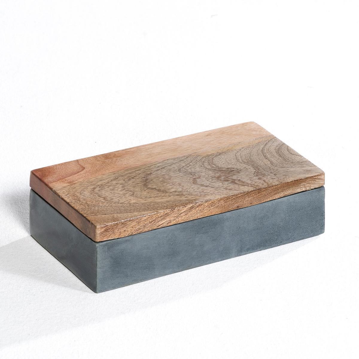 Коробка с крышкой из сапонита, IngmarКоробка с крышкой из сапонита, Ingmar. Подходит для хранения письменных принадлежностей в кабинете или ключей и прочих мелочей в прихожей. Характеристики: - Выполнен из сапонита: камень с жирной и чуть мыльной на ощупь поверхностью.- Крышка из тонированного мангового дерева с плетеной ручкой.Размеры: - Д. 22 x В. 5 x Г. 22 см.<br><br>Цвет: серый