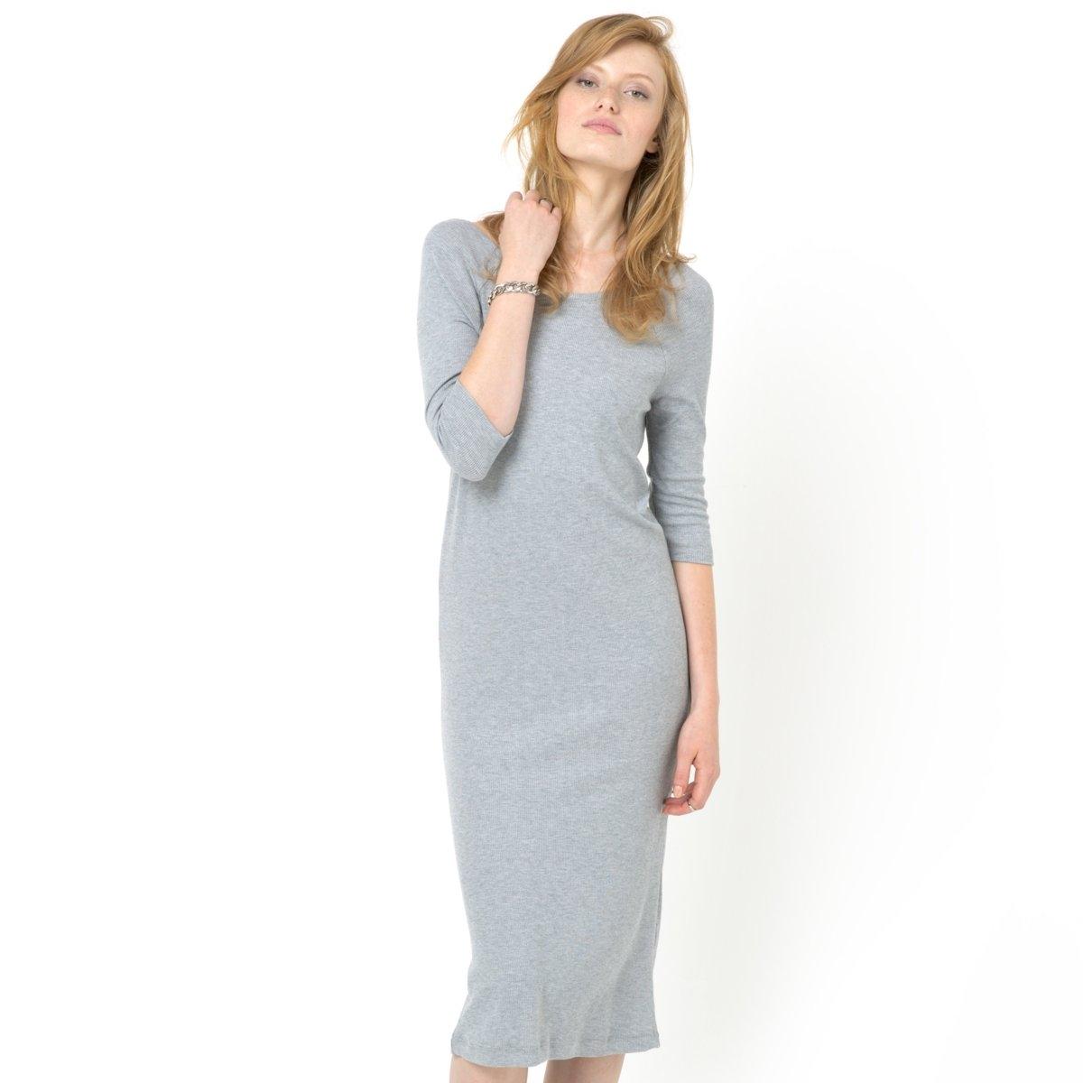 Платье-футболкаТрикотажное платье-футболка. Круглый вырез. Большой вырез сзади. Рукава реглан.Рукава 3/4. 78% вискозы, 20% полиэстера, 2% эластана. Длина до середины икры<br><br>Цвет: серый меланж