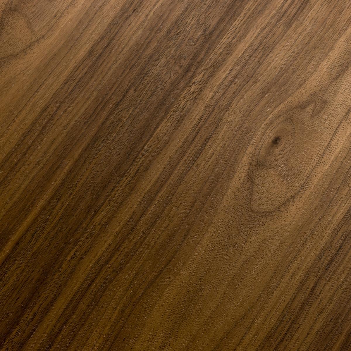 Журнальный столик из каучукового дерева с лакированным покрытием Дл120 см, FlashbackЖурнальный столик из каучукового дерева с лакированным покрытием Flashback. Если Вы склонны к ностальгии, то этот журнальный столик округлой формы добавит нотку ретро-стиля в декор Вашей комнаты.Характеристики: :- Столешница из МДФ с покрытием ореховое дерево. - Ножки из массива орехового дерева. Размеры : -  Д. 120 x В. 45 x Г. 60 см.Размеры и вес упаковки :- Шир. 129 x Выс. 9 x Гл. 69 см, 11 кг.Чтобы сохранить внешний вид лакированного покрытия столешницы, рекомендуем избегать ударов и порезов, от которых на покрытии остаются микроцарапины . Настоятельно рекомендуем использовать подставки под тарелки и стаканы.<br><br>Цвет: ореховый