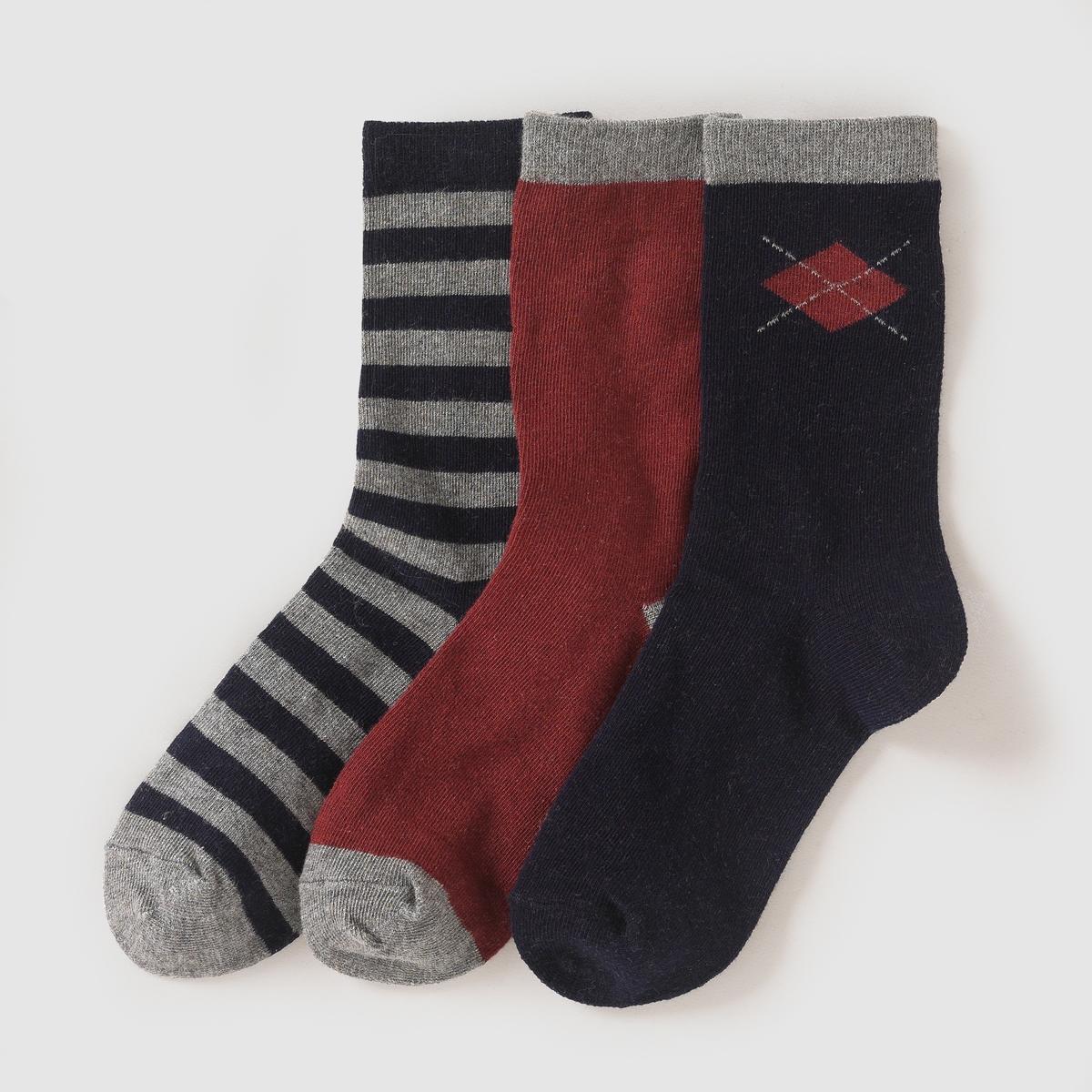 3 пары коротких носковОригинальные короткие носки в стиле преппи. Продаются комплектом, в комплекте 3 пары : 1 пара в полоску, 1 пара однотонная и 1 пара в клетку шотландка.  Состав и описание : Материал: 74% хлопка, 25% полиамида, 1% эластана.Марка       abcdRУход :Машинная стирка при 30 °C с вещами схожих цветов.Стирать, предварительно вывернув на изнанку.Машинная сушка запрещена.Не гладить.<br><br>Цвет: темно-синий + серый + бордовый