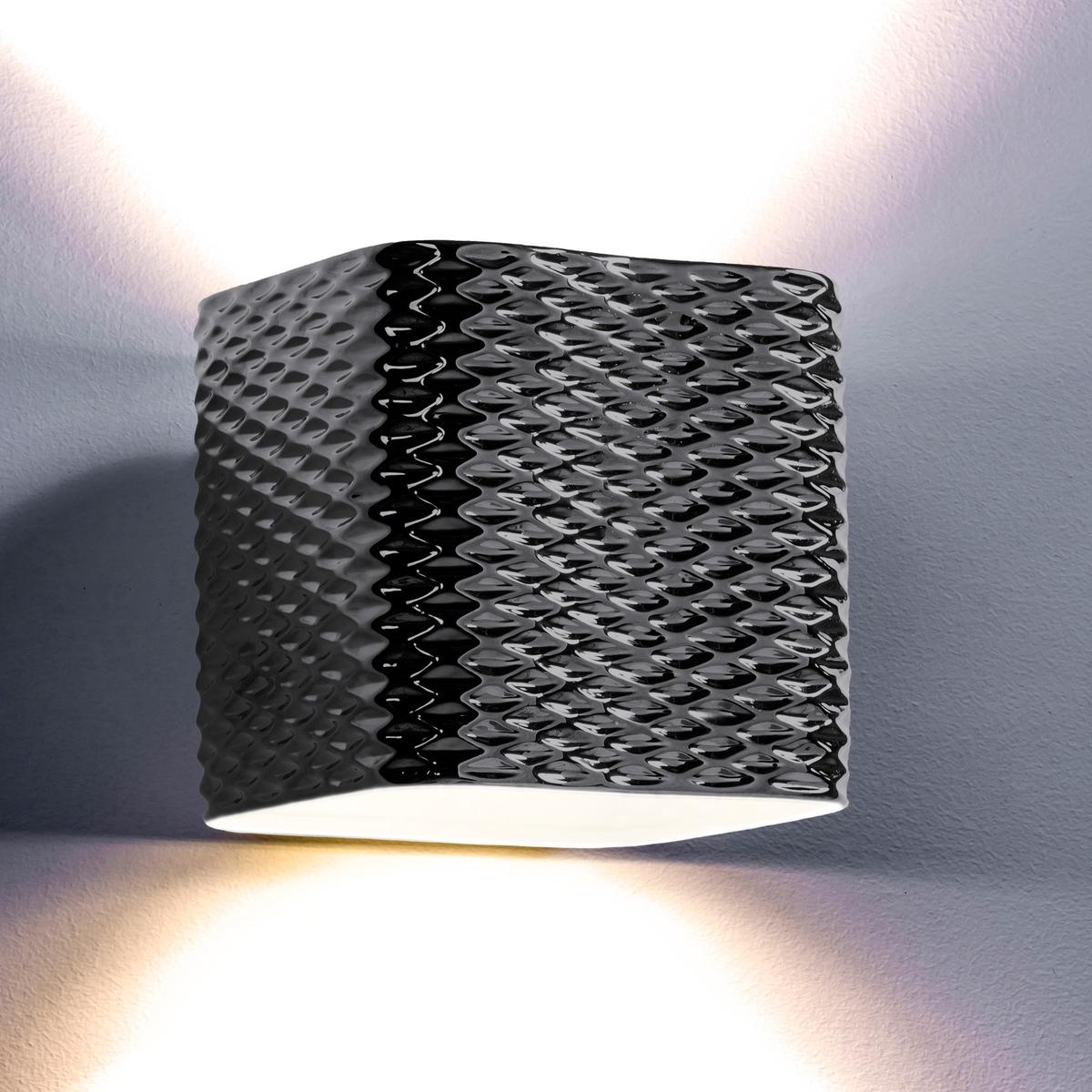 Светильник NastassiaИз рельефной керамики цвета хром . 2 патрона GU10 для лампочек макс 35 W (не входят в комплект) . Размер. Д.22 x Гл.22 x.22 см. Этот светильник совместим с лампочками    энергетического класса   A, B, C, D, E .<br><br>Цвет: красно-коричневый<br>Размер: единый размер