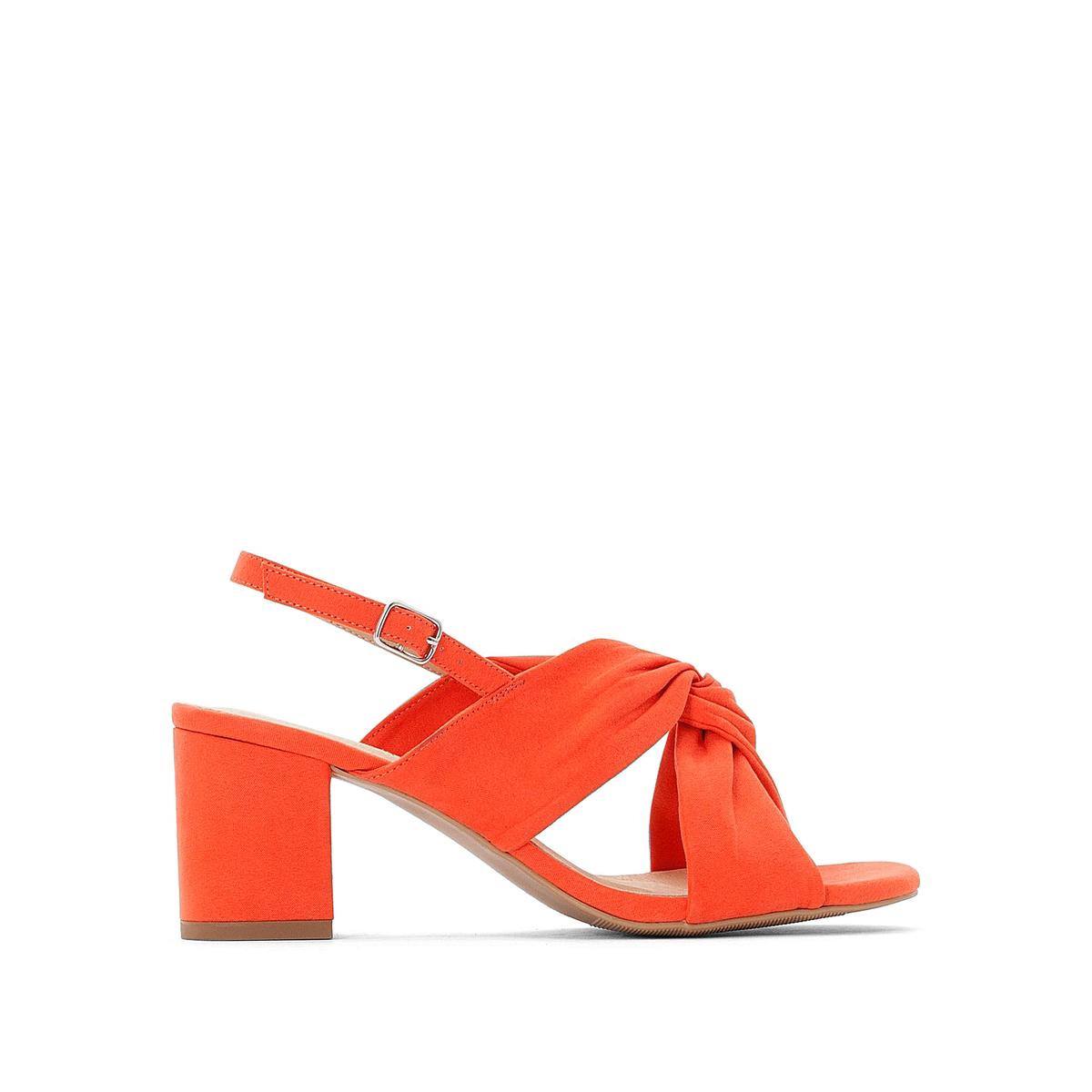 Sandalias cruzadas con tacón ancho
