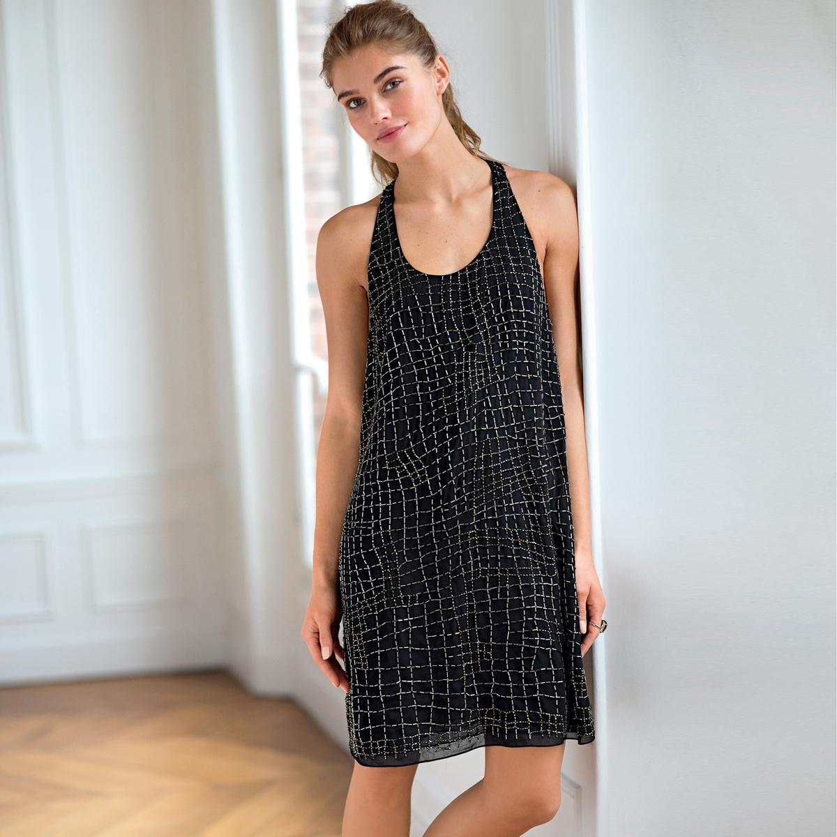 Платье из блестящей ткани без рукавовПлатье из струящейся ткани, 100% полиэстера. Без рукавов. Вышивка и бусины украшают платье спереди и сзади. Борцовская спинка. Подкладка из полиэстера. Длина 90 см.<br><br>Цвет: черный<br>Размер: 38 (FR) - 44 (RUS)
