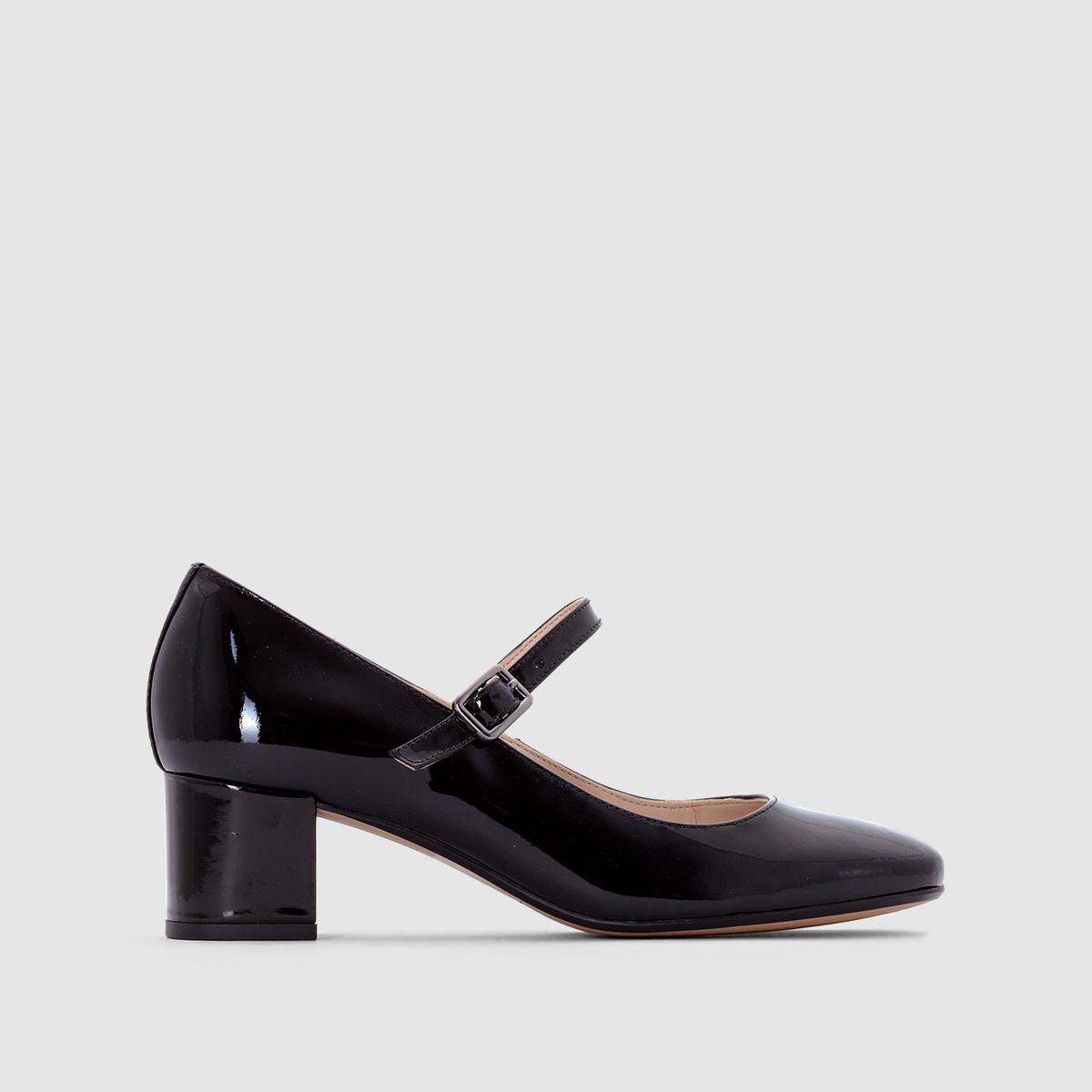 Босоножки CLARKS Chinaberry popМежду легкостью балеток и женственностью туфель - творение от марки Clarks, которое нас очарует: лакированная кожа добавит изысканности и аккуратности нашему образу.<br><br>Цвет: Черный лак<br>Размер: 36
