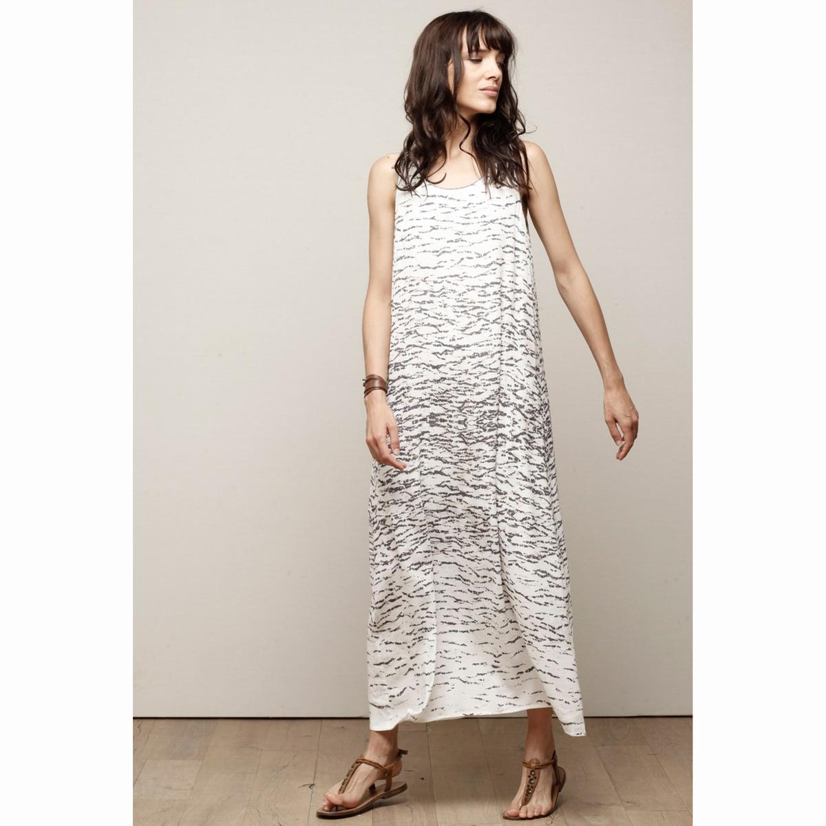 Платье длинное с принтом и декольте сзади