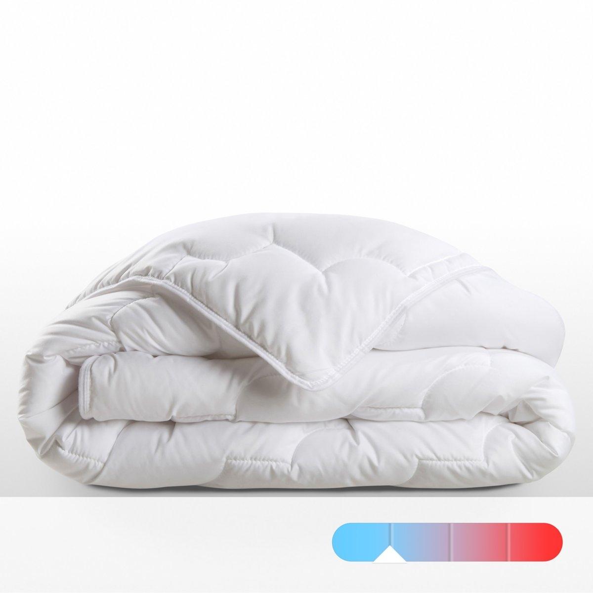 Одеяло синтетическое ультралегкоеУльтралегкий синтетический наполнитель: из микрофибры, 100% полиэстера Тинсулейт™, высокотехнологичного материала, использующегося для наполнения лыжной одежды и одежды для экпедиций в места с экстремально низкими температурами: ультралегкие микроволокна этого материала удерживают больше воздуха в меньшем объеме. Одеяло с наполнителем из Тинсулейта™ можно стирать дома, материал не сваливается и быстро сохнет.Ультралегкое синтетическое полотно 150 г/м? : однотонный батист из микрофибры, 100% полиэстера.Отделка кантом. Прострочка: квадратная прострочка. Стирка при 60°, машинная сушка.Идеально для прохладной комнаты 12 - 15 °.Сертификат OEKO- TEX<br><br>Цвет: белый
