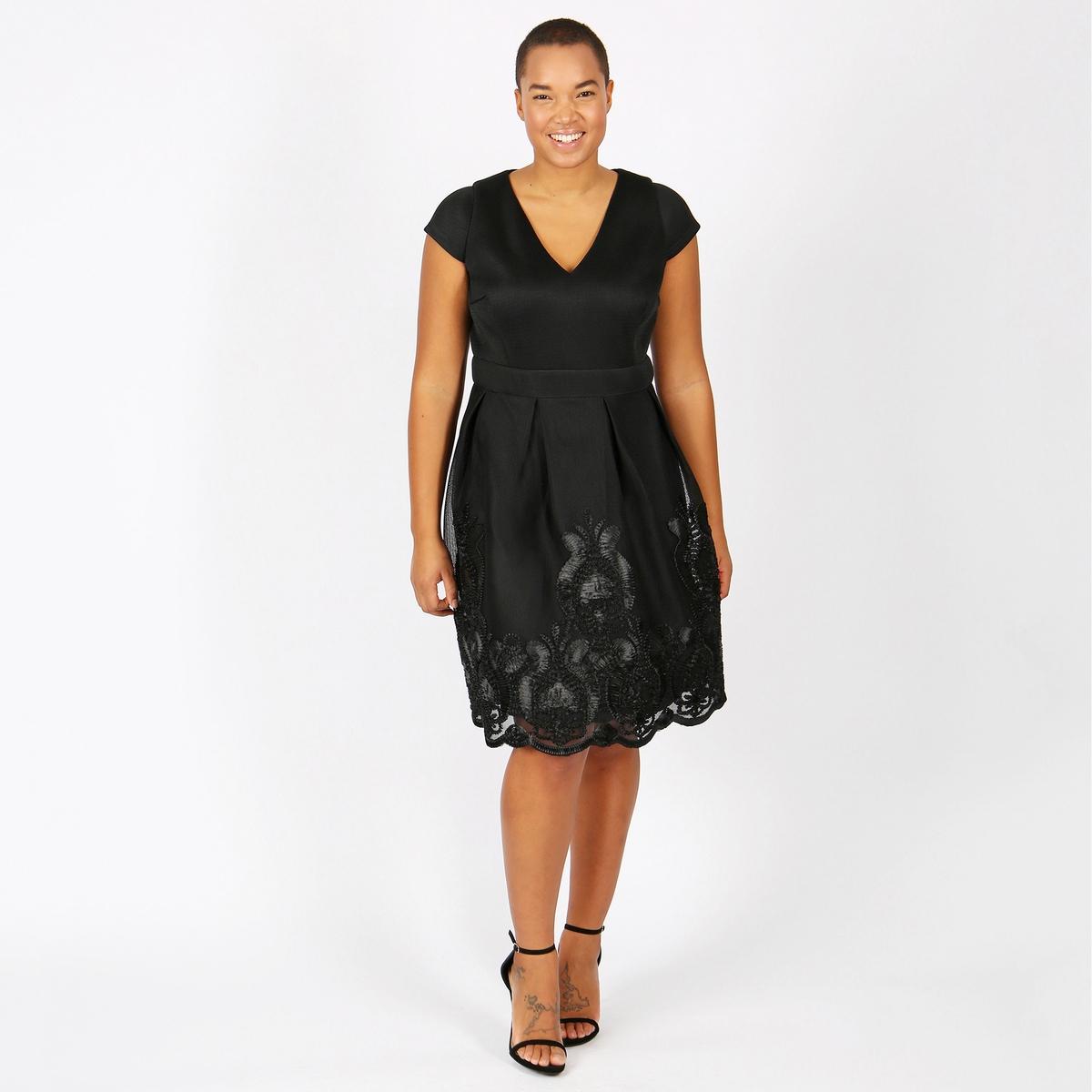 Платье однотонное средней длины, расширяющееся книзуОписание:Детали •  Форма : расклешенная •  Длина до колен •  Короткие рукава    •   V-образный вырезСостав и уход •  100% полиэстер •  Следуйте рекомендациям по уходу, указанным на этикетке изделияТовар из коллекции больших размеров<br><br>Цвет: черный<br>Размер: 50/52 (FR) - 56/58 (RUS)