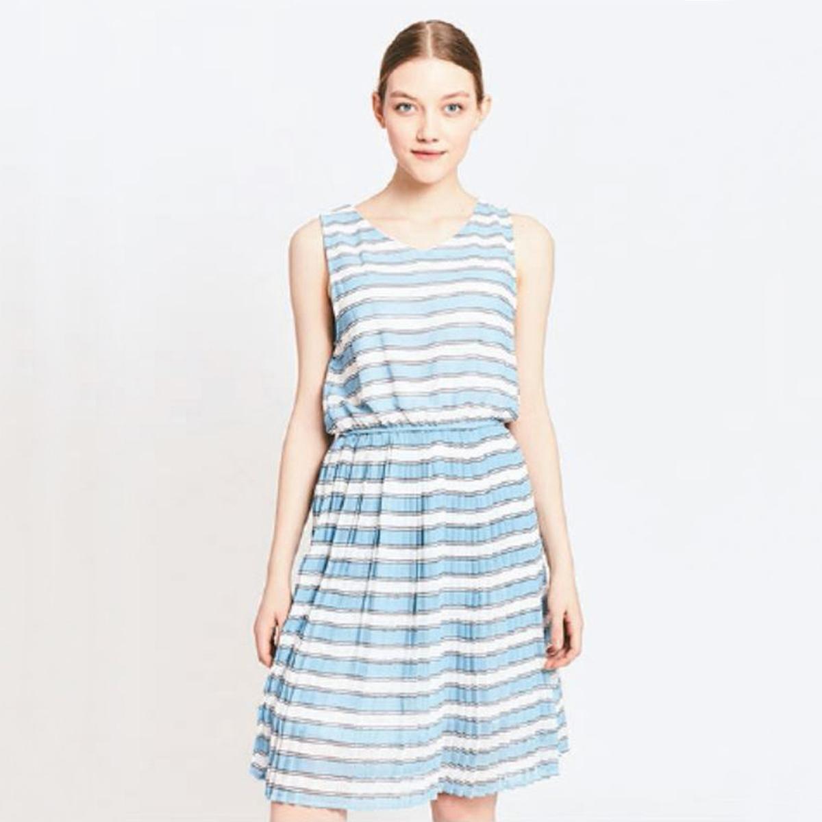 Платье короткое без рукавовДетали •  Форма : расклешенная •  короткое  •  Без рукавов     •   V-образный вырез •  Рисунок в полоскуСостав и уход •  100% полиэстер  •  Следуйте советам по уходу, указанным на этикетке<br><br>Цвет: в полоску синий/белый<br>Размер: M