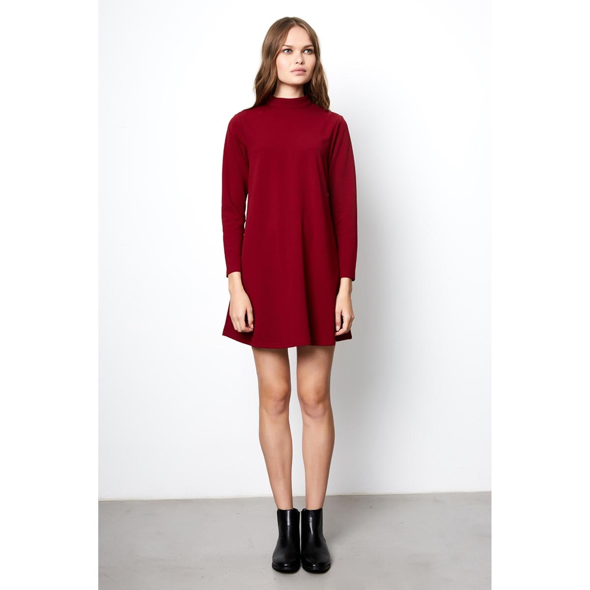 Платье однотонное короткого и расклешенного покроя с длинными рукавамиДетали •  Форма : расклешенная •  Укороченная модель •  Длинные рукава    •  Воротник-стойкаСостав и уход •  5% эластана, 95% полиэстера  •  Следуйте советам по уходу, указанным на этикетке<br><br>Цвет: бордовый,темно-синий<br>Размер: S.S.XL