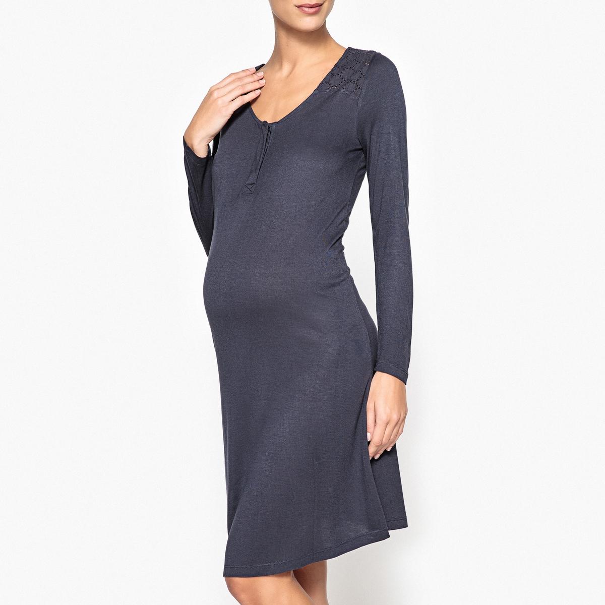 Сорочка ночная для периода беременности и грудного вскарливанияНочная сорочка для периода беременности и грудного вскармливания с женственными кружевными вставками на плечах. Практичная сорочка для легкого грудного вскармливания. Состав и описаниеНочная сорочка из джерси, специально разработанная для периода беременности и грудного вскармливания.Кружевные вставки на плечах.Планка застежки на кнопки для облегчения грудного вскармливания. Длинные рукава. Материал :  100% вискоза Длина : 99 смУход : Стирать с вещами подобного цвета при 30°.Стирка и глажка с изнаночной стороны.Машинная сушка запрещена.<br><br>Цвет: синий чернильный<br>Размер: 42/44 (FR) - 48/50 (RUS).38/40 (FR) - 44/46 (RUS)