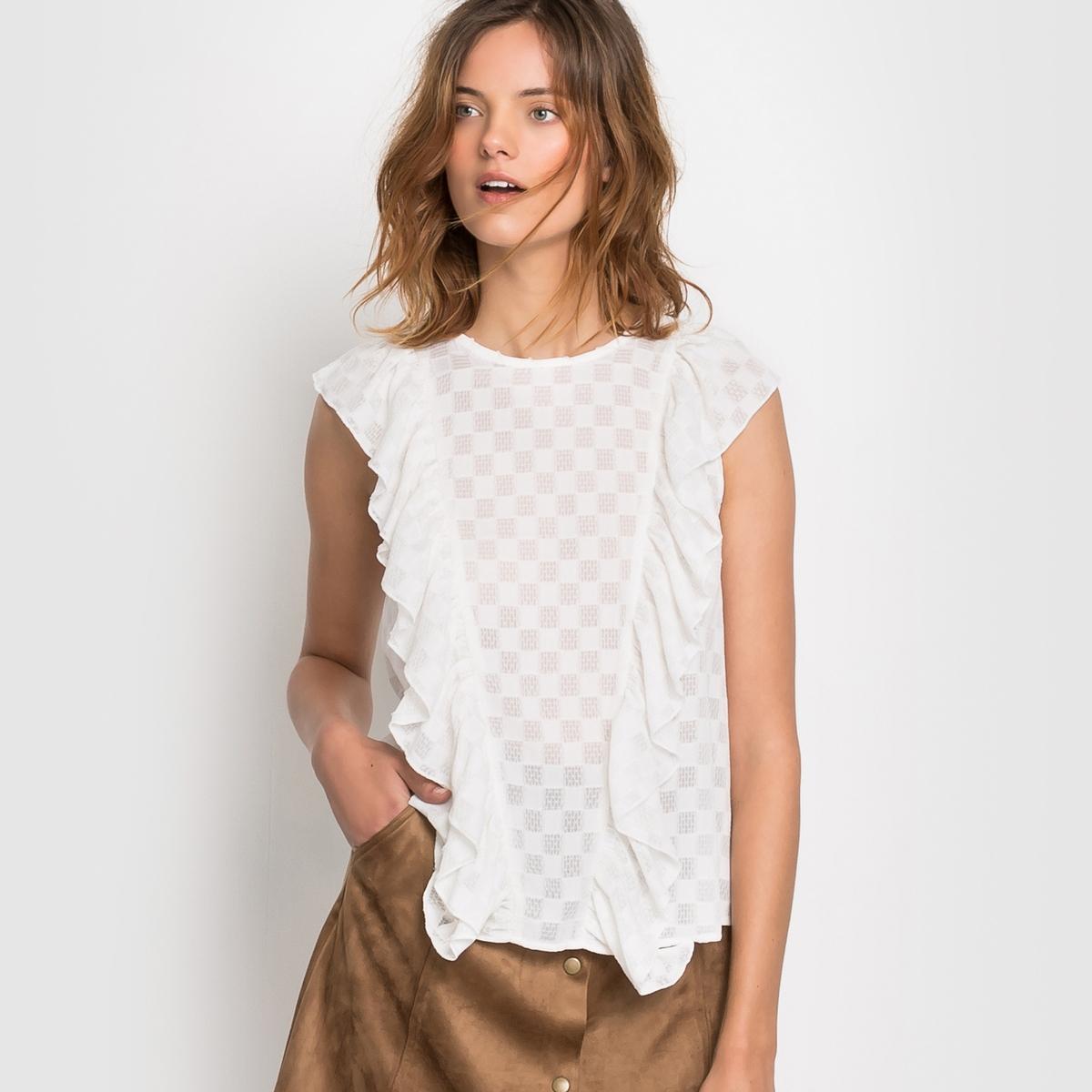 Блузка с воланами и кружевом