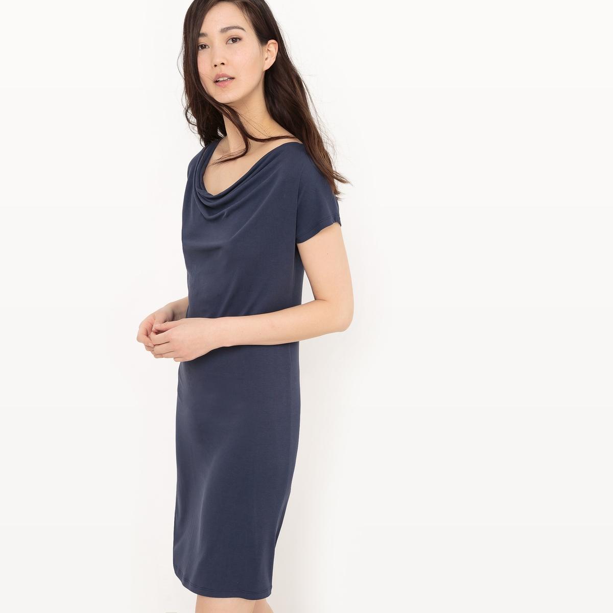 Платье до колен с короткими рукавами