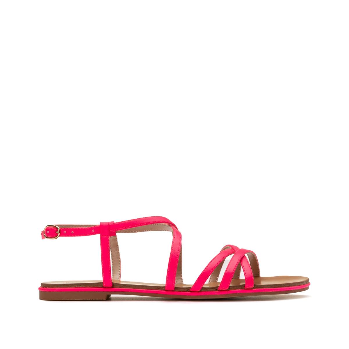 Sandalias con correas y tacón plano