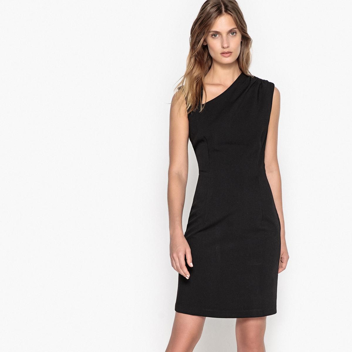 Платье прямое однотонное средней длины без рукавов