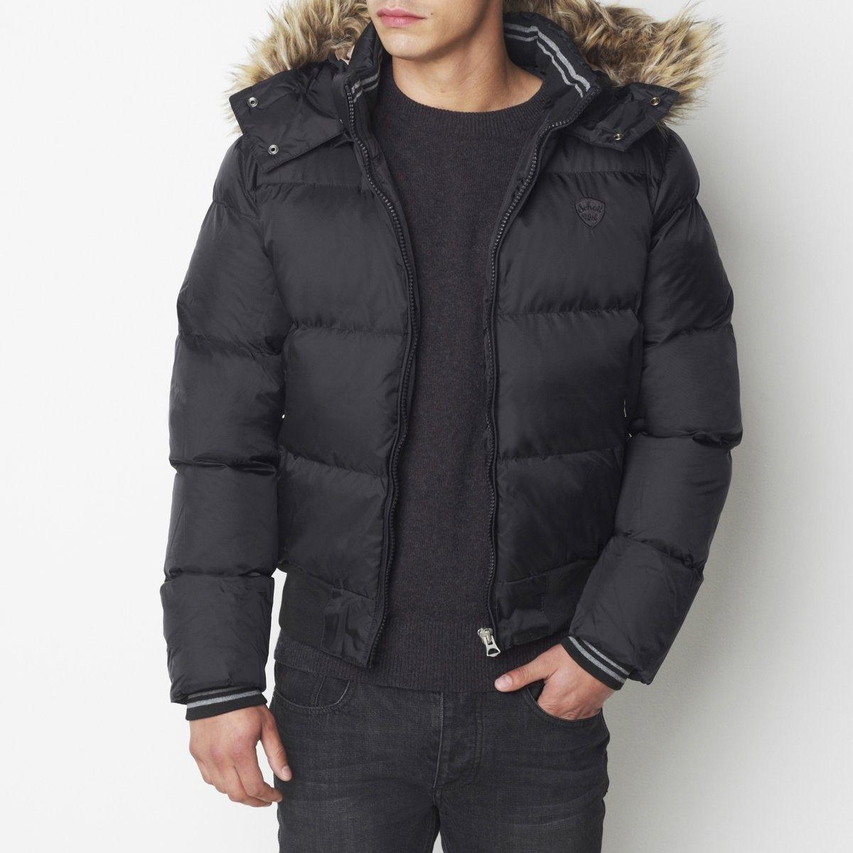 Куртка стеганаяСтеганая куртка из 100% полиамида. На подкладке из полиэстера. Съемный капюшон со съемным искусственным мехом на 2 кнопках. Застежка на молнию спереди. Высокий внутренний воротник связан в рубчик. 2 кармана на молнии. 2 внутренних кармана на молнии. Низ рукавов и куртки связан в рубчик. Длина 67 см.<br><br>Цвет: темно-синий,черный<br>Размер: S