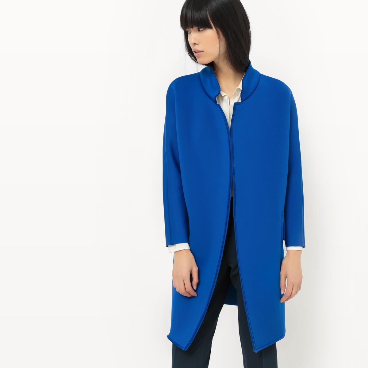Пальто длинное из полиэстераДетали  •  Длинное : длина •   V-образный вырез   •  Без застежки  Состав и уход   •  5% эластана, 95% полиэстера • Просьба следовать советам по уходу, указанным на этикетке изделия<br><br>Цвет: синий<br>Размер: L