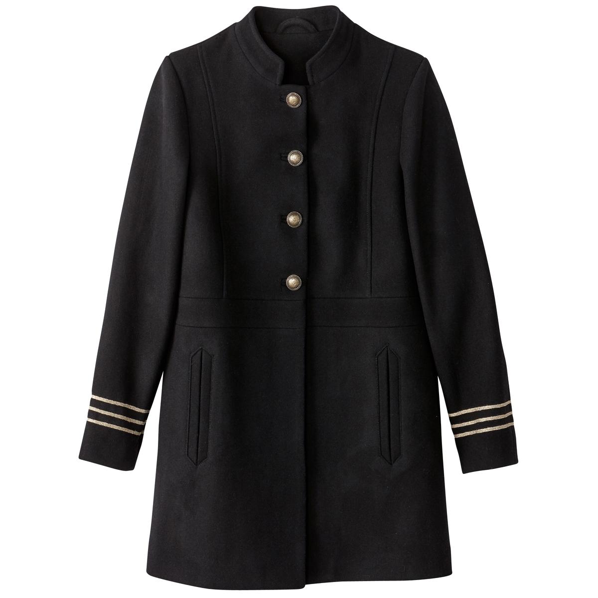 Пальто с деталями в военном стиле