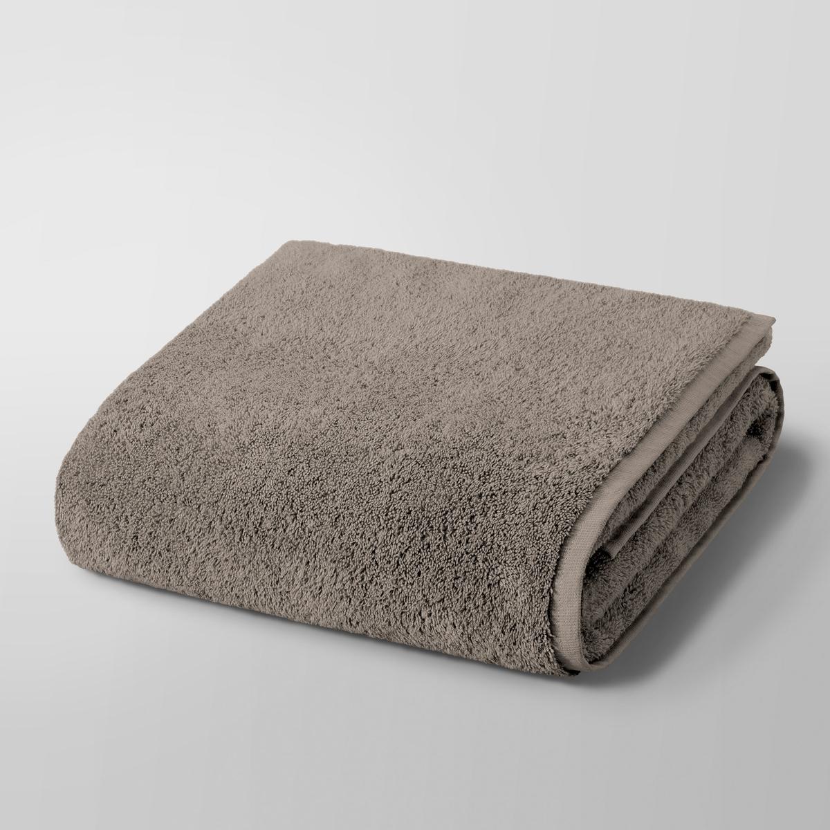 Полотенце для душа макси Gilbear, 100% хлопокПолотенце для душа макси Gilbear, 100% хлопок. Очень нежная, плотная и мягкая махровая ткань. 100% чесаный хлопок 600г/м?, очень мягкий и устойчивый к износу. Машинная стирка при 60 °С. Размер : 103 x 150 см.<br><br>Цвет: серо-коричневый,темно-серый