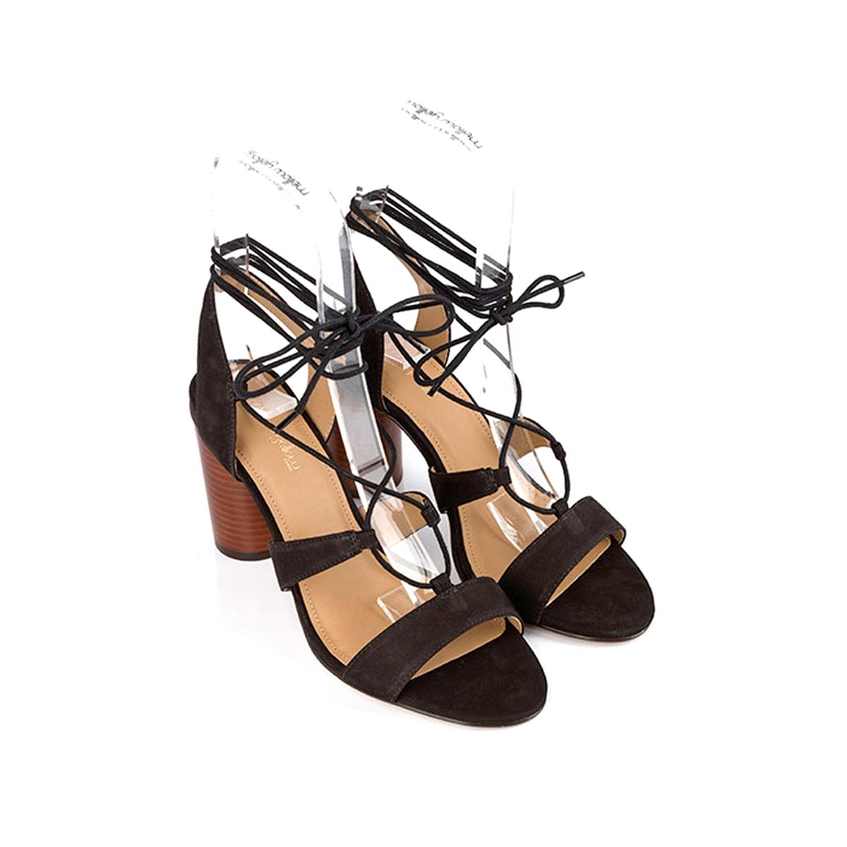 Босоножки кожаные BruneВерх/Голенище : кожа.    Подкладка : кожа.    Стелька : кожа.    Подошва : синтетика    Высота каблука : 9,5 см    Форма каблука : тонкий каблук    Мысок : закругленный    Застежка : завязки.<br><br>Цвет: черный<br>Размер: 39.38